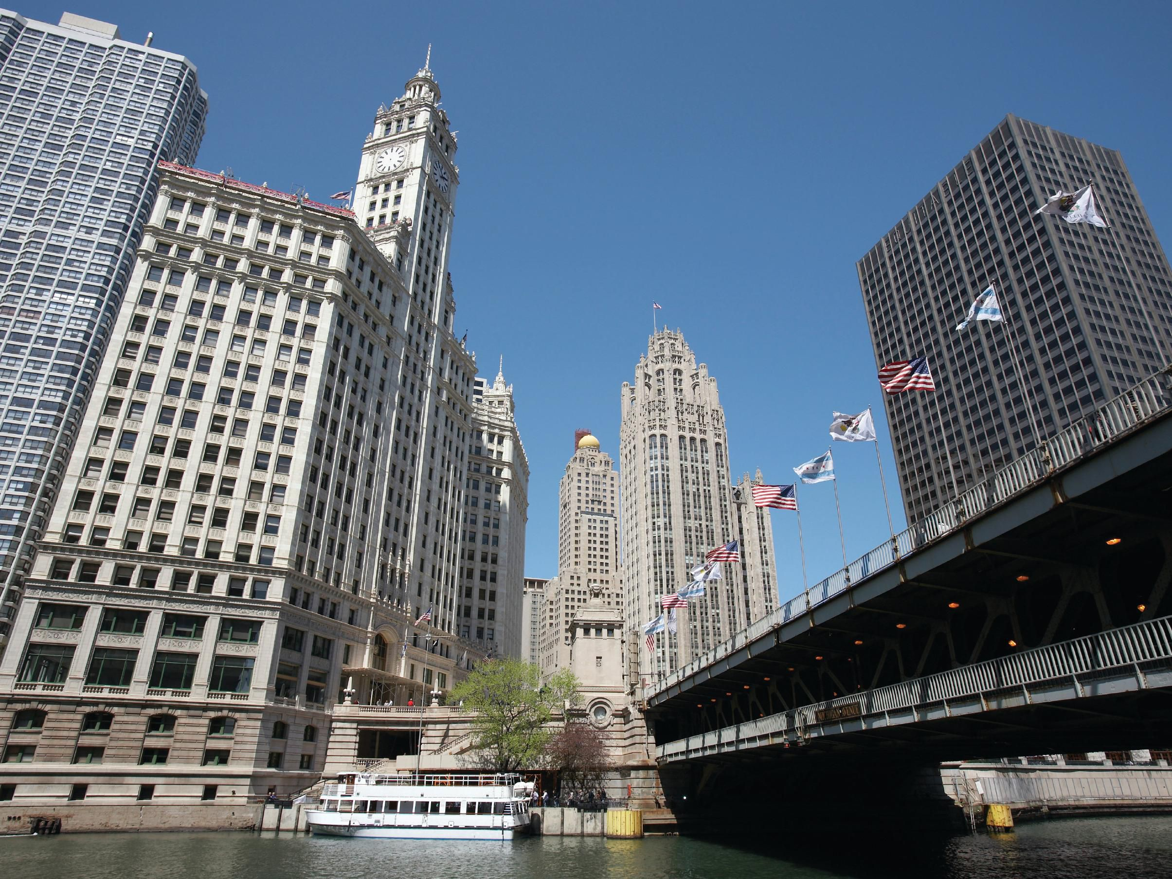 Enjoy the Chicago River, a 5 min walk from the Avenue Crowne Plaza