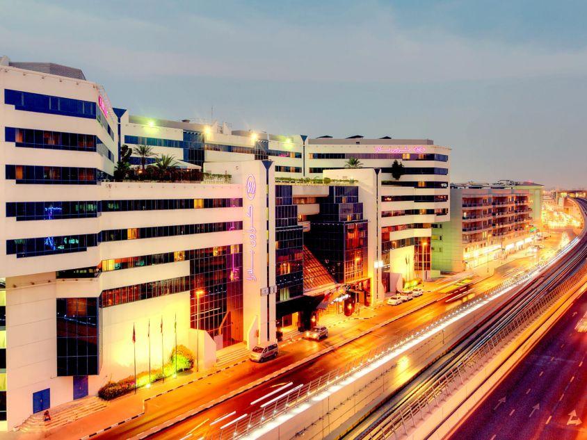 Crowne Plaza Dubai Deira - Hotel Exterior Night