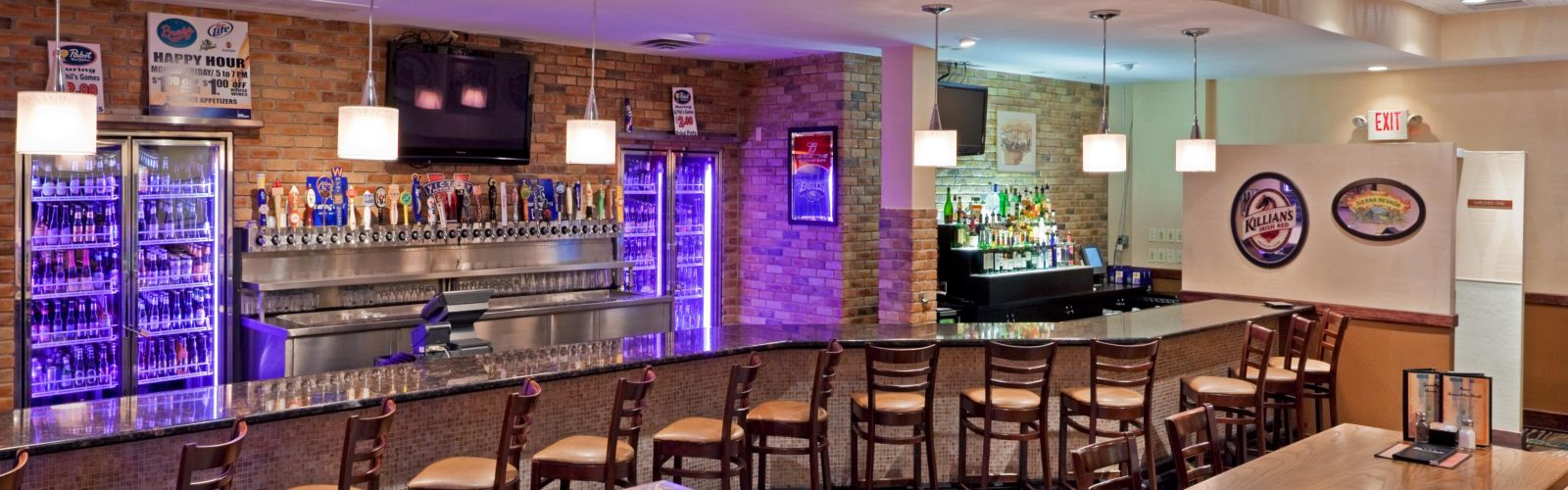 Bar and lounge photo