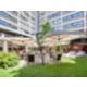La terrasse du Café Jardin avec le châlet suisse