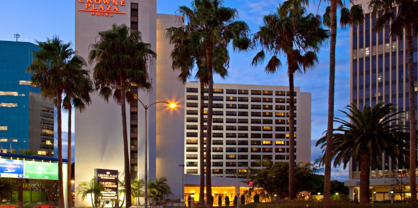 Lax airport hotels crowne plaza los angeles airport with for Cat hotels los angeles
