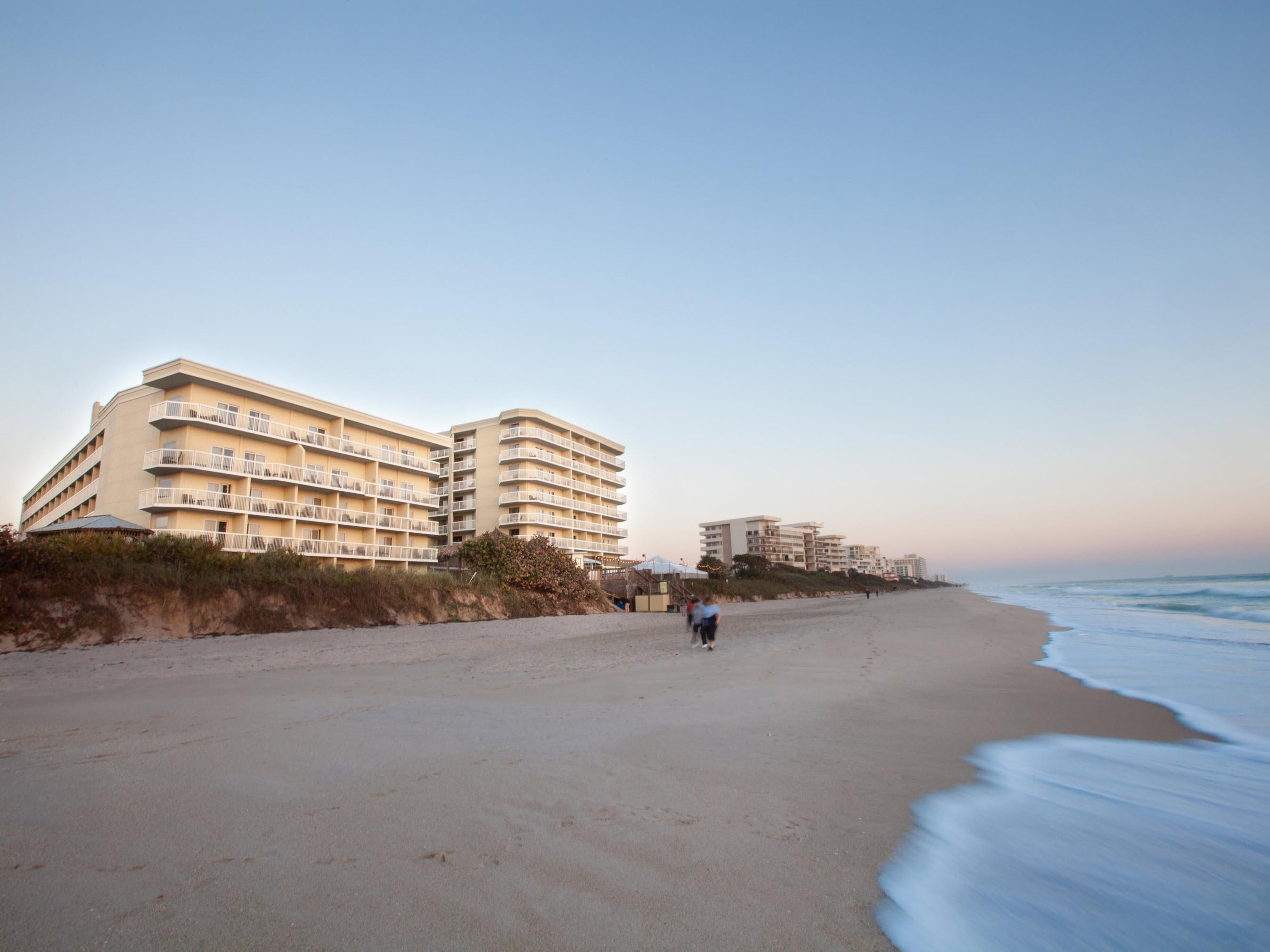 Crowne Plaza Melbourne-Oceanfront