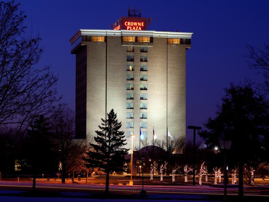 Crowne Plaza Minneapolis North welcomes you.