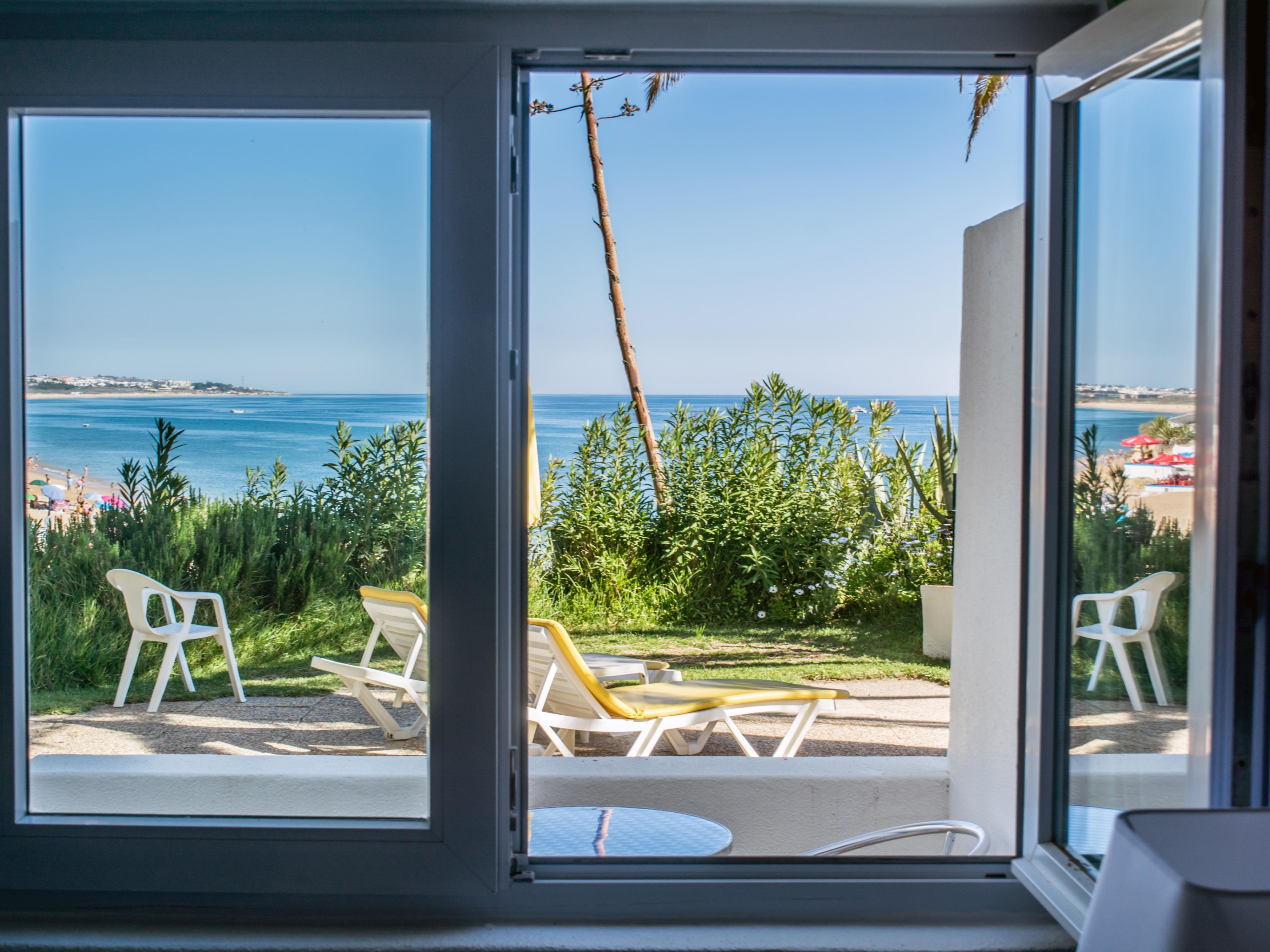 Holiday Inn Algarve hotéis Algarve Armacao De Pera Tarifas de  #326C99