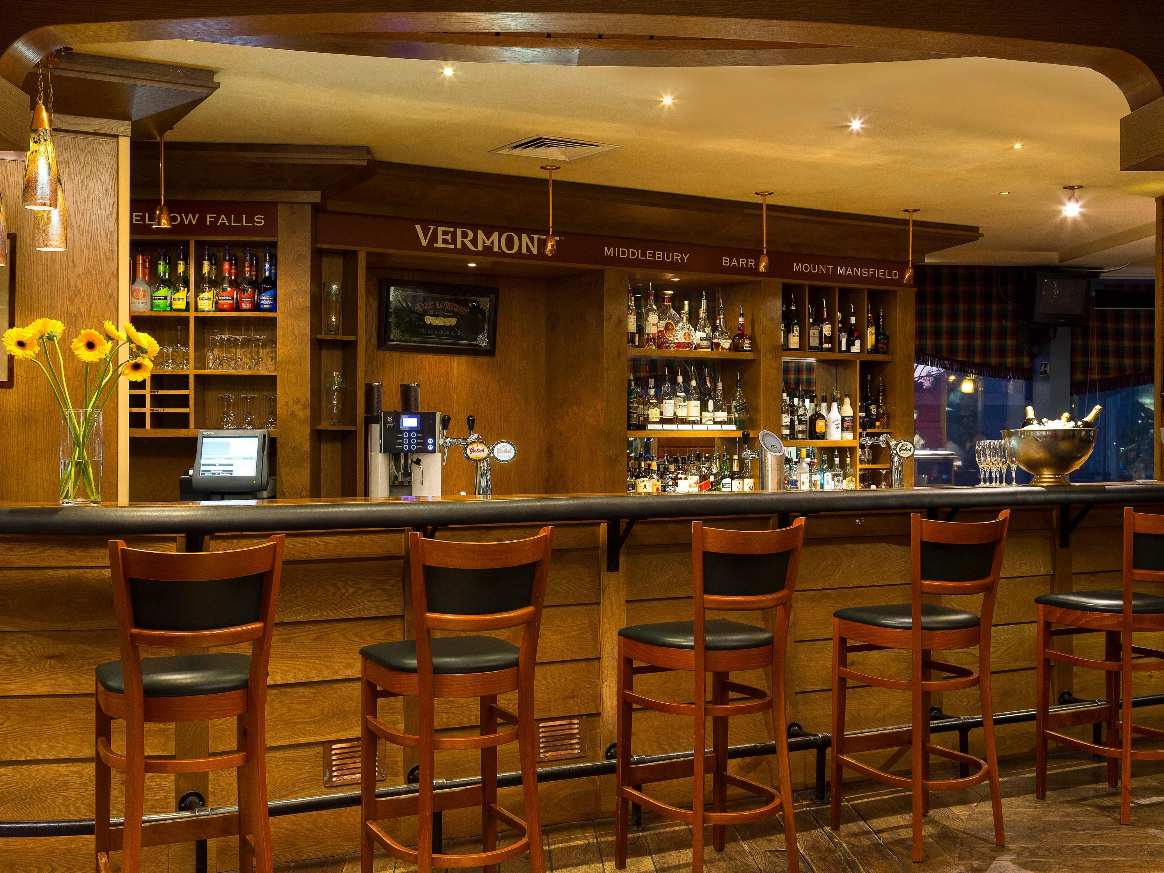 Café New Amsterdam relax and enjoy a nice drink at the Bar