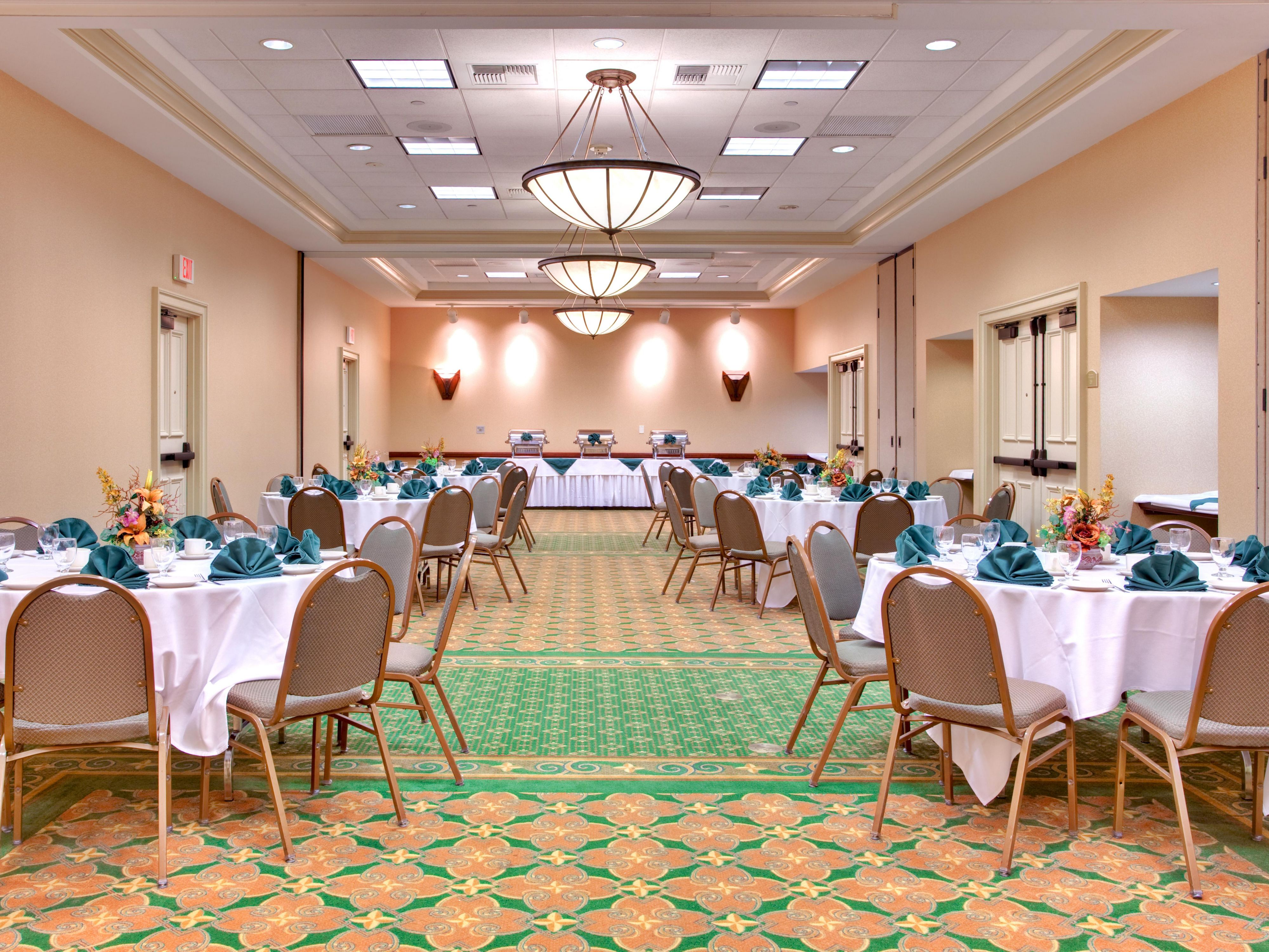 Pacifica Ballroom 1408 sq feet and events for up to 100 people