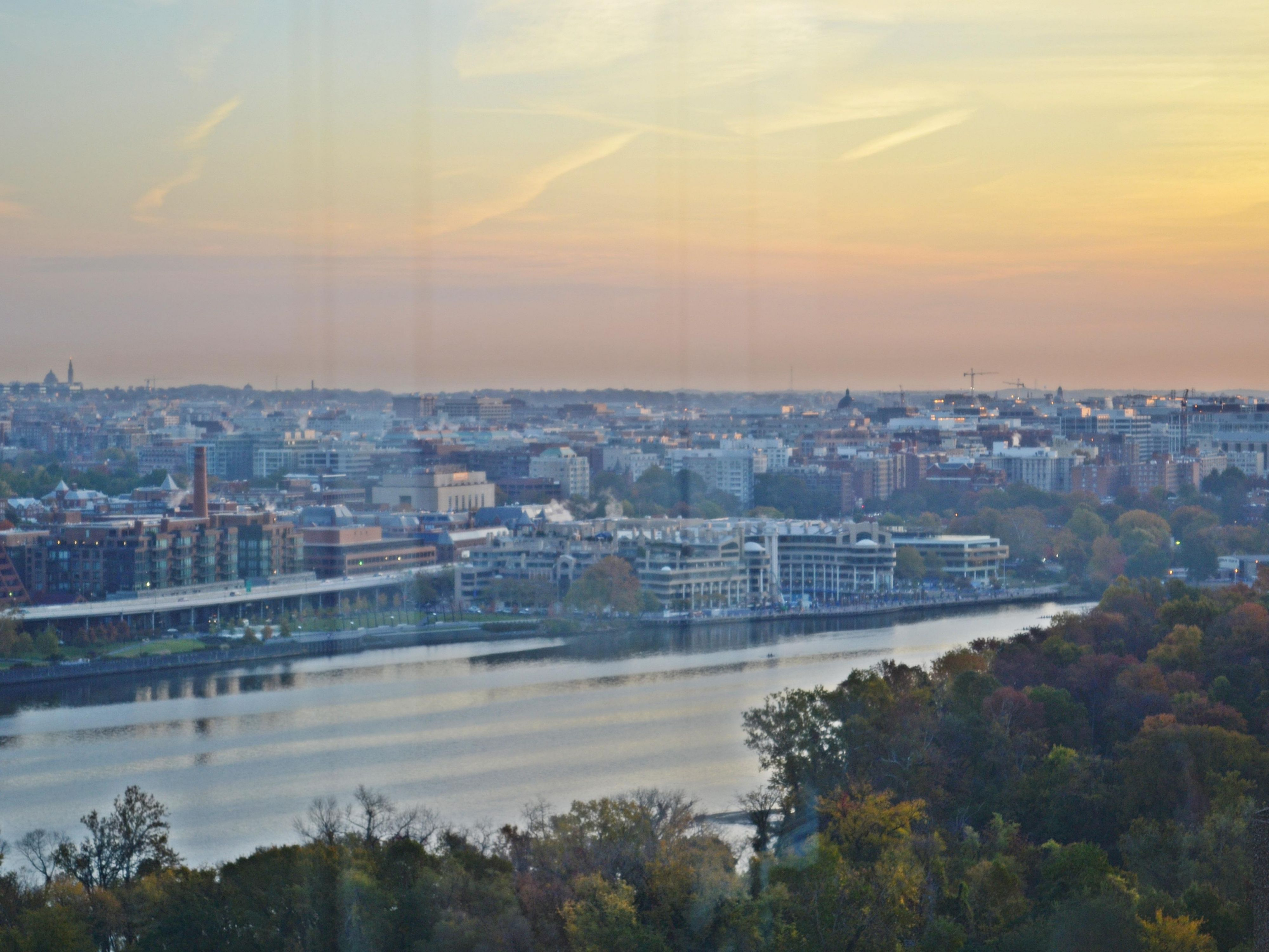 Holiday Inn Rosslyn at Key Bridge Potomac Sunrise