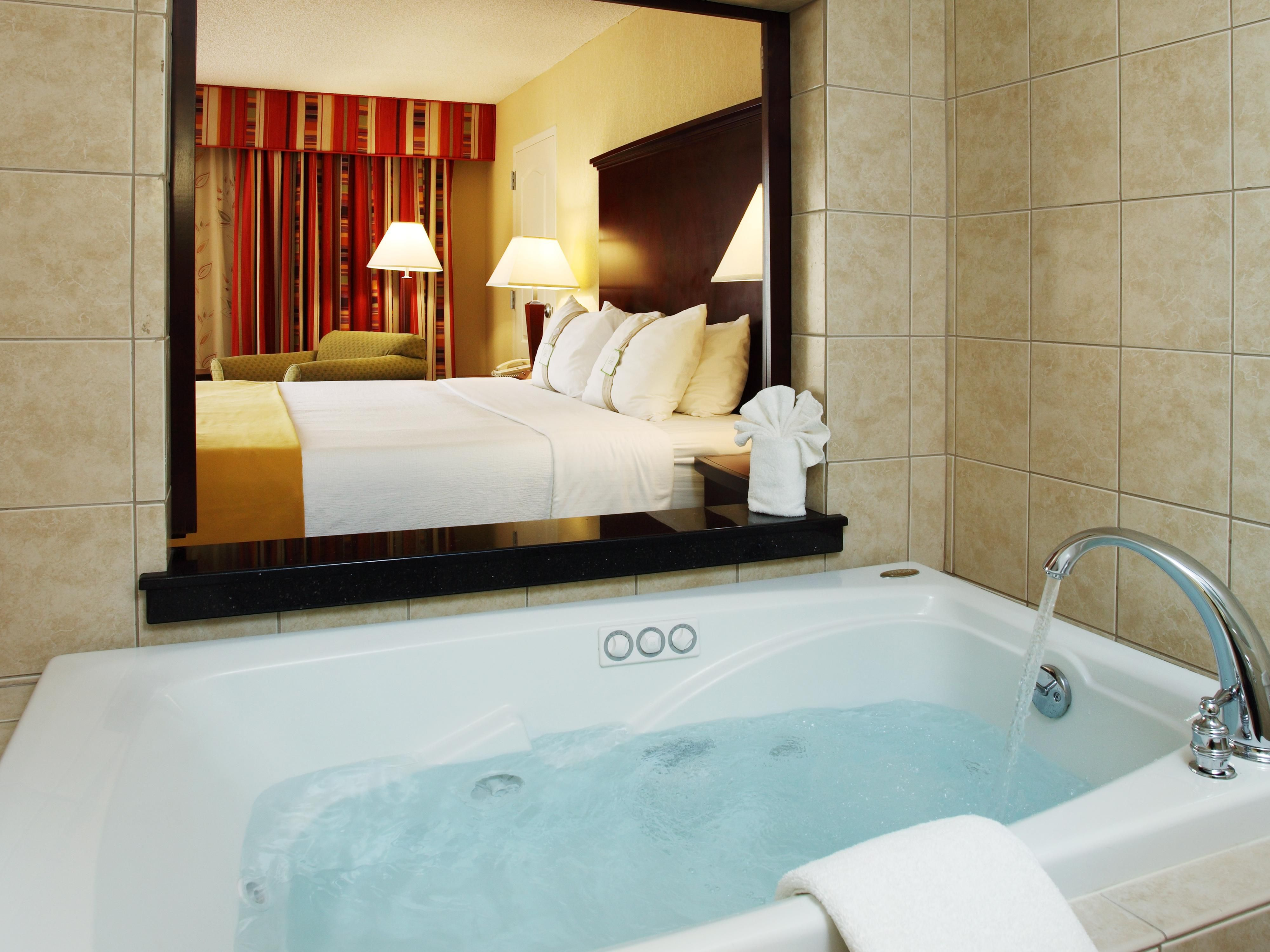 Jacuzzi Overlooking the Guest Room