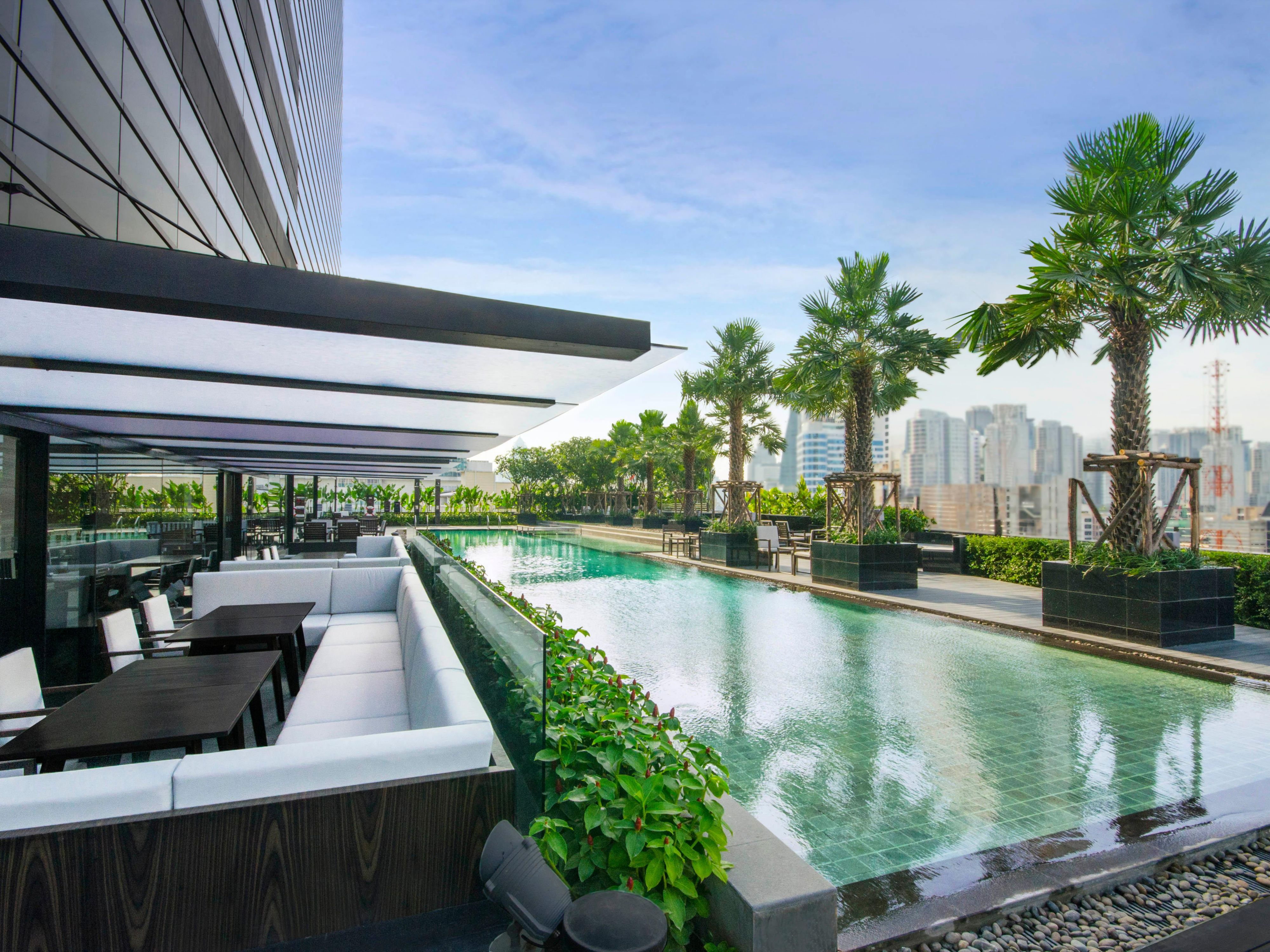 Holiday Inn Bangkok Sukhumvit - Outdoor Lap Pool