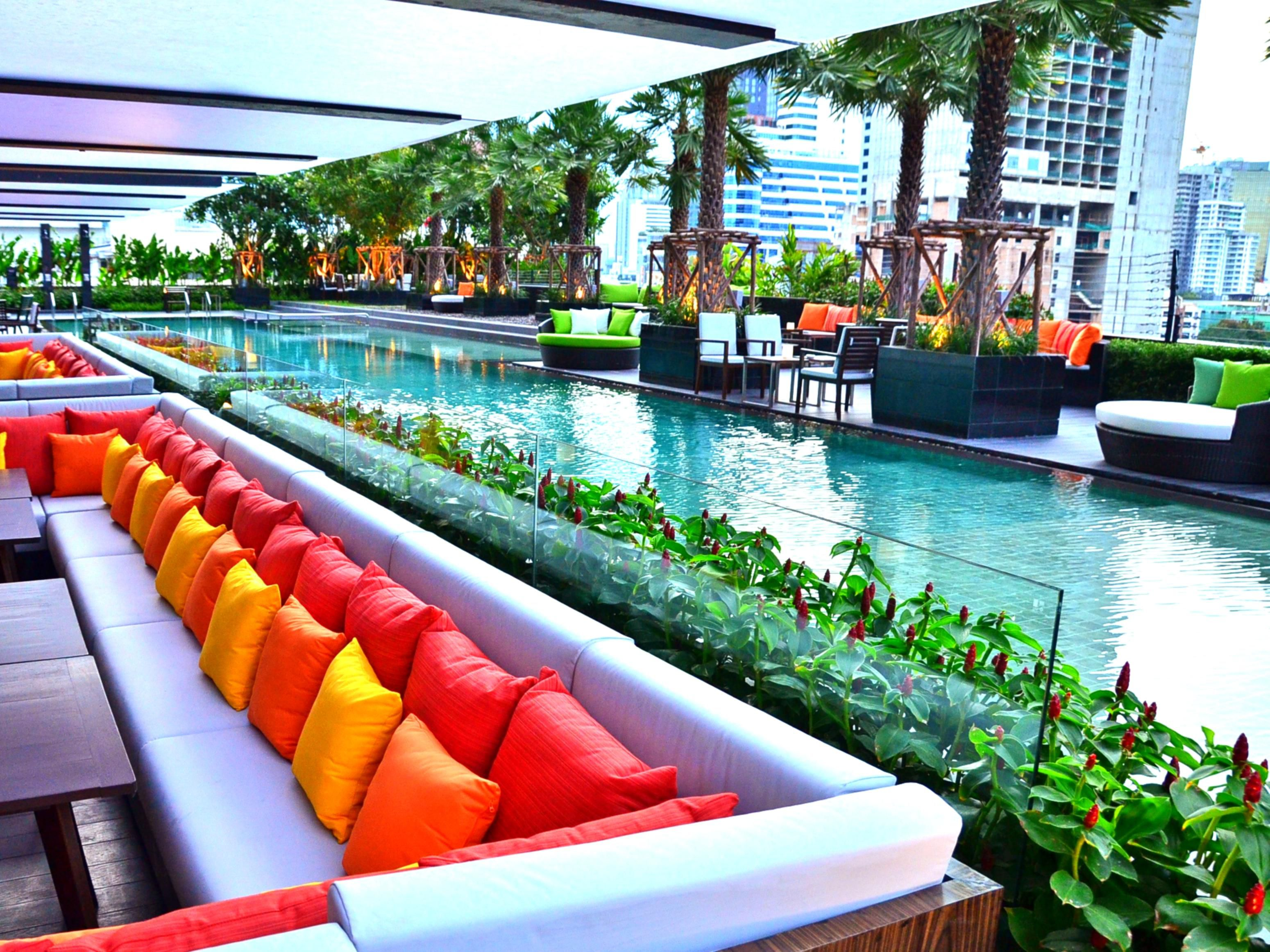 Holiday Inn Bangkok Sukhumvit - Outdoor Swimming Pool