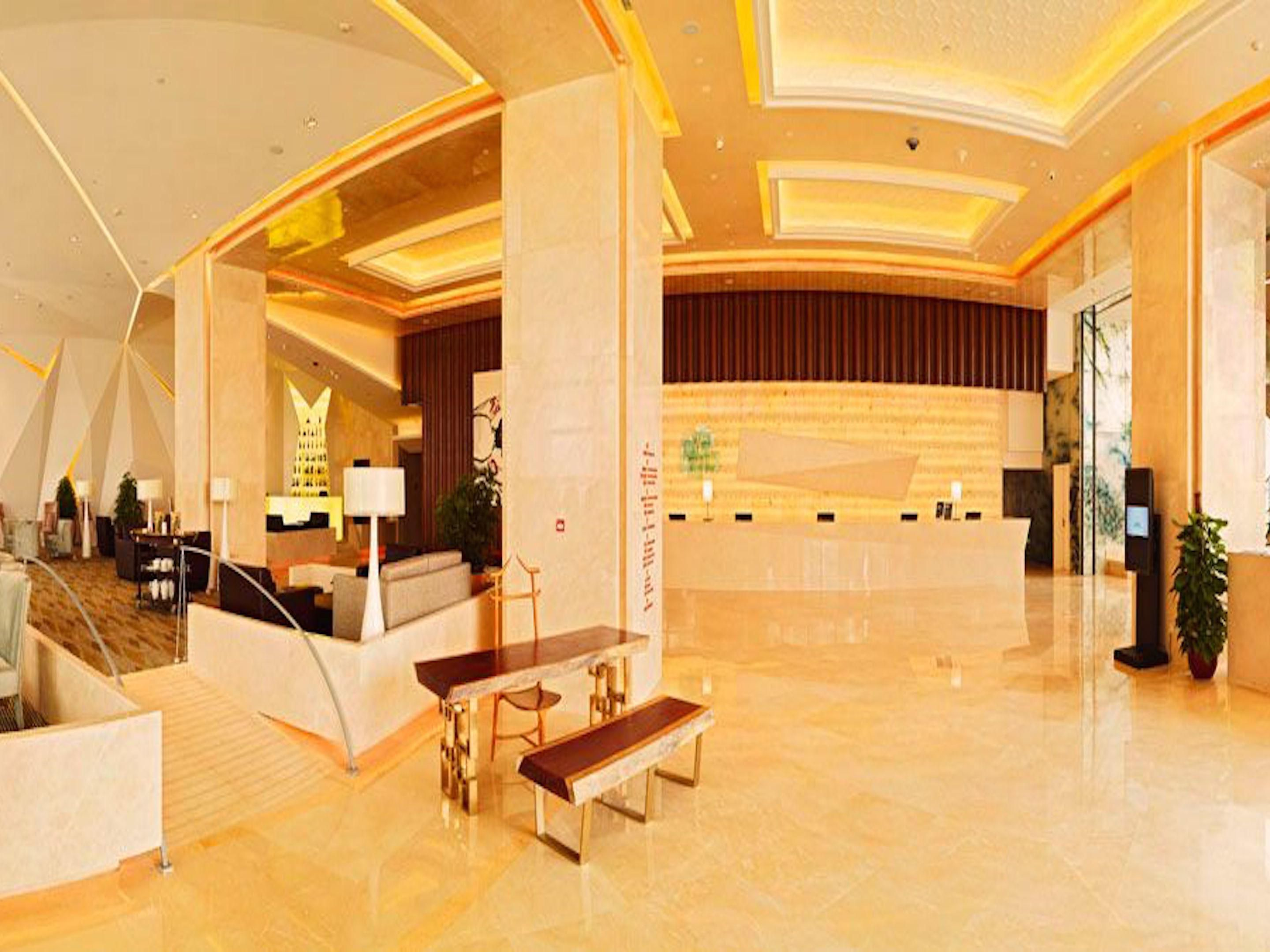 modern and fresh designed lobby with comfortable sitting area