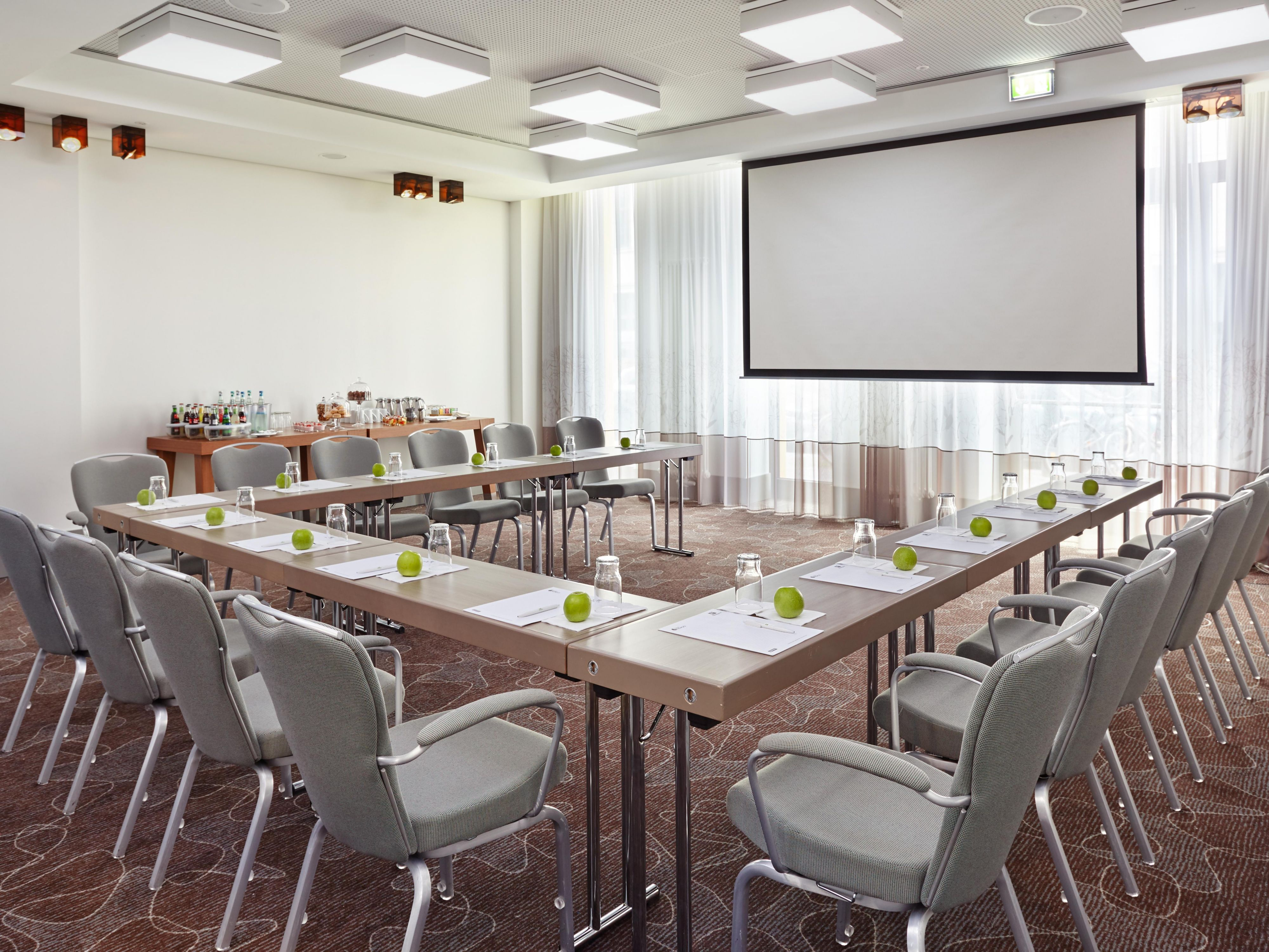 Monbijou Meeting Room U-shape set up