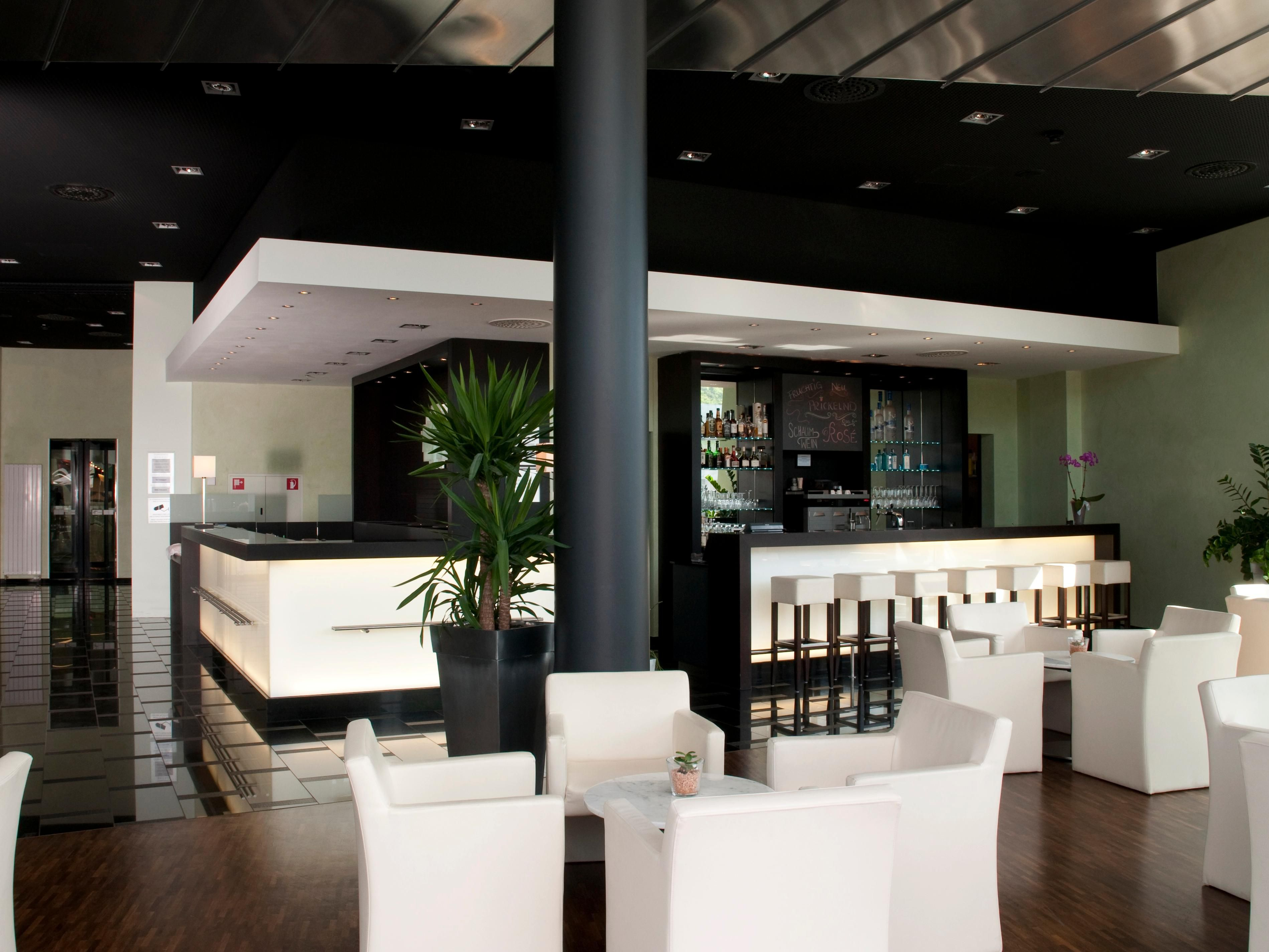Front desk and bar & lounge