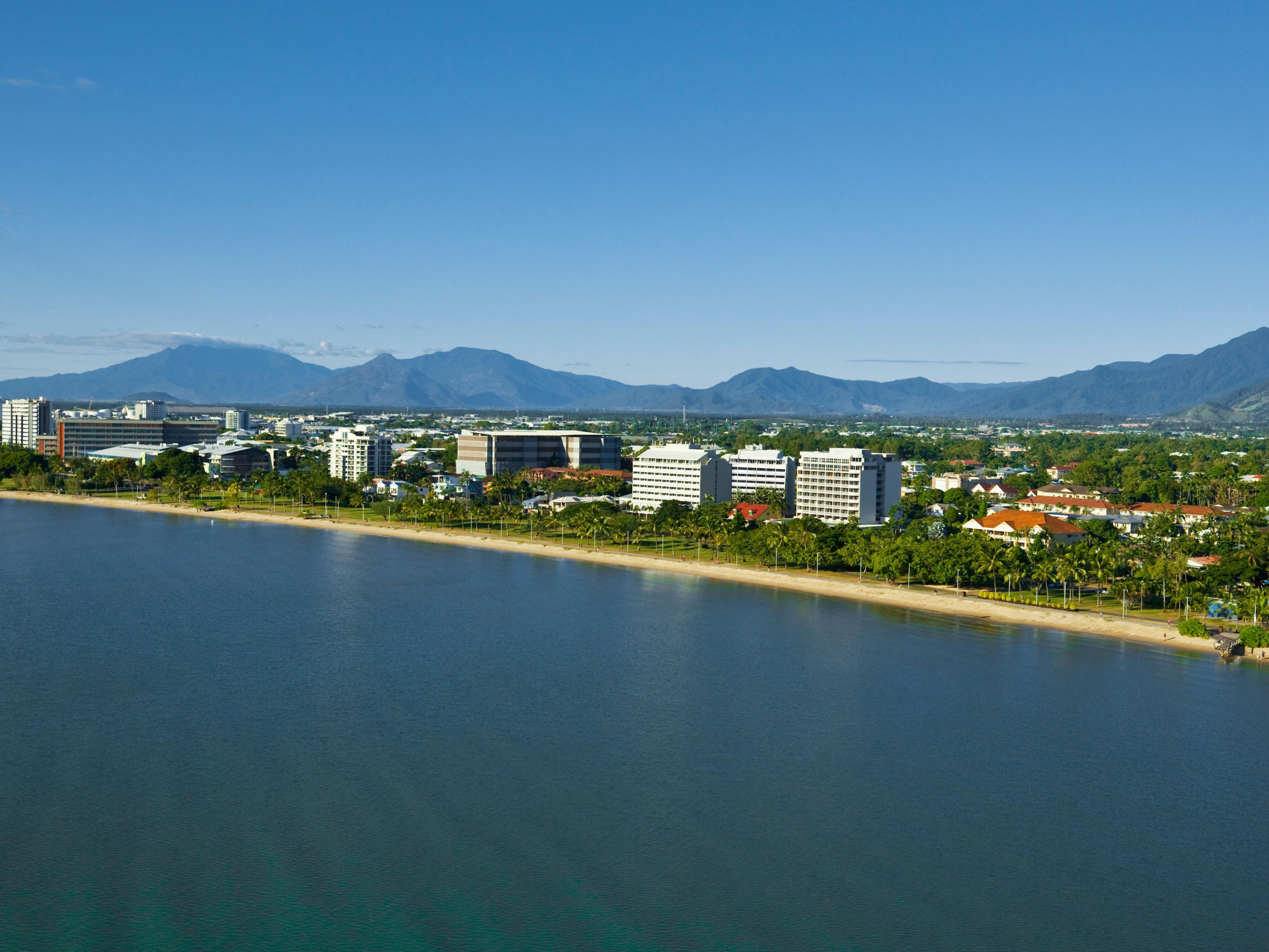 Holiday Inn Cairns Harbourside Hotel by IHG