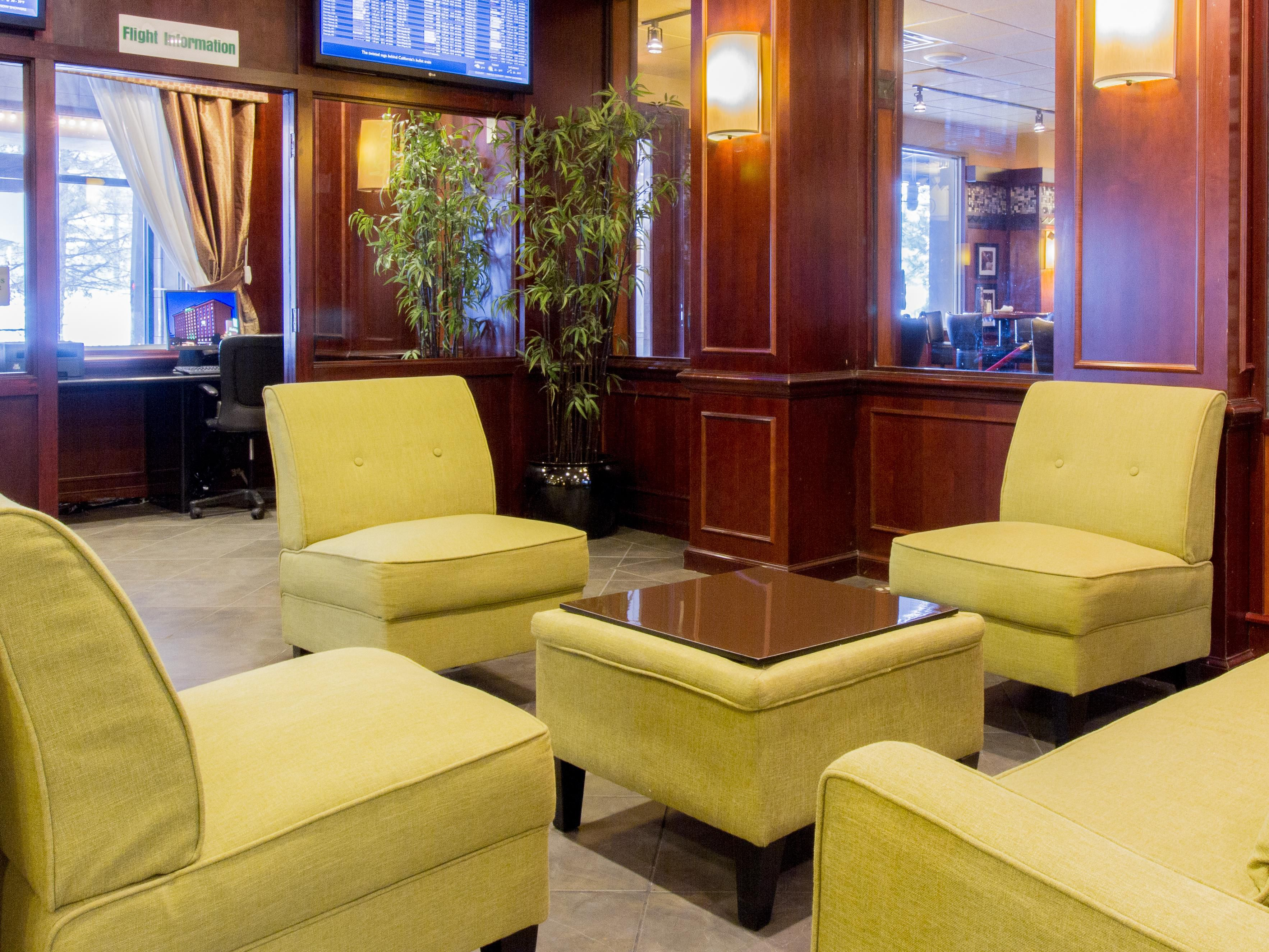 Lobby Lounge at Holiday Inn O'hare Airport Hotel