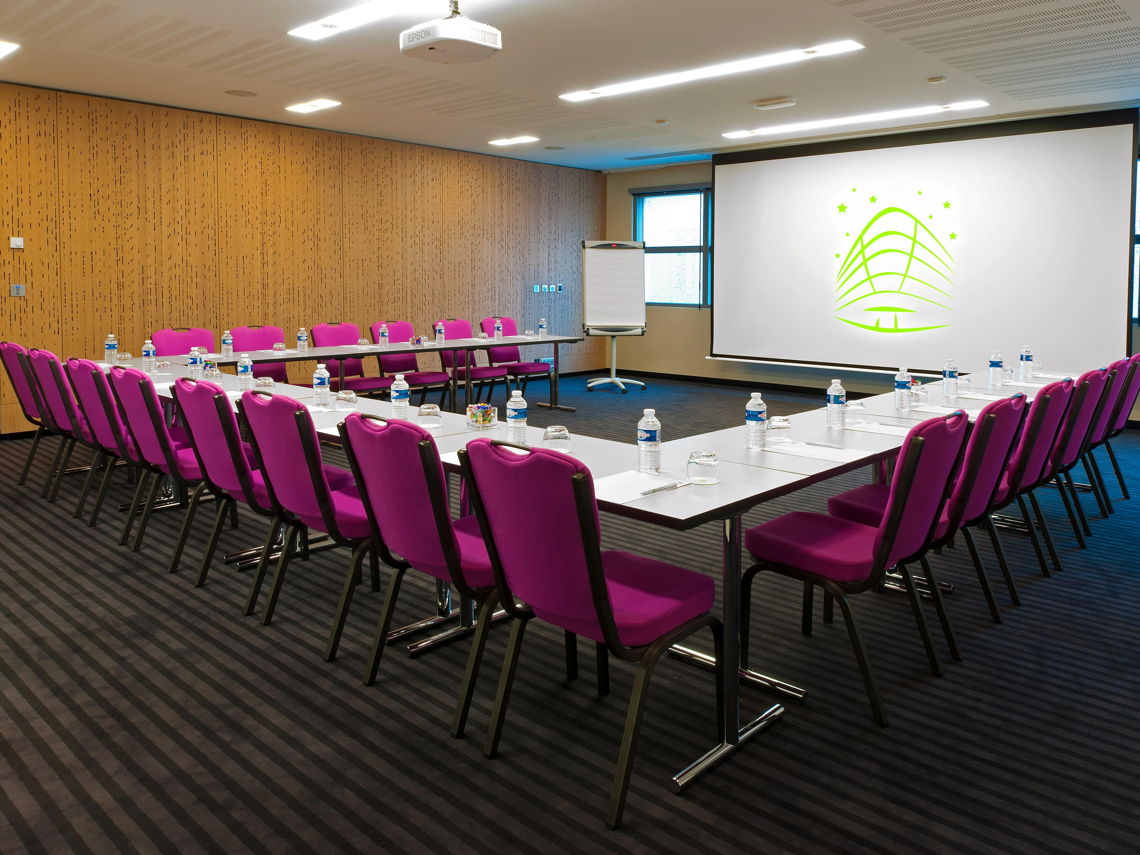 11 modular meeting rooms