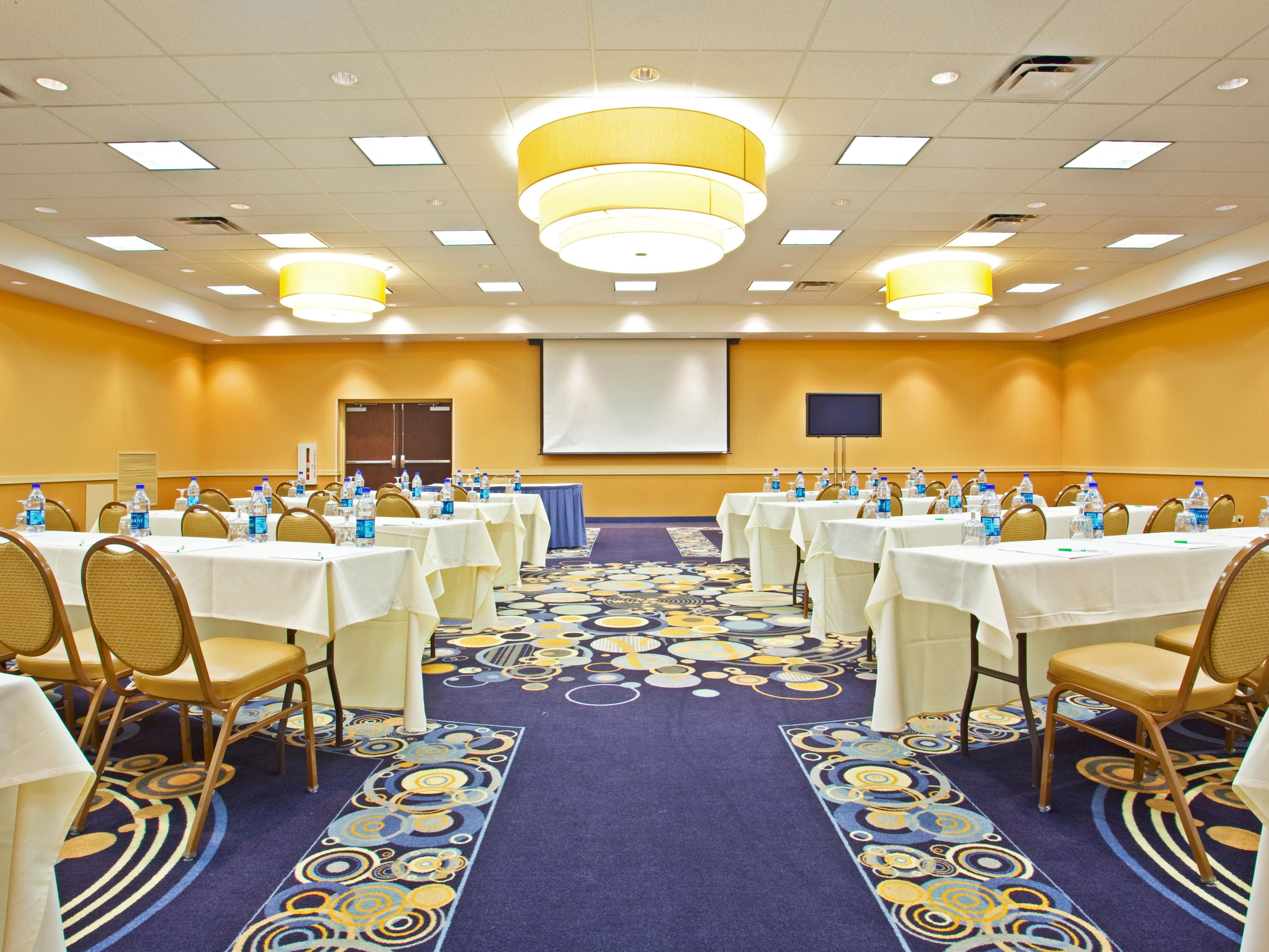 500 Person Ballroom in Elk Grove Village in Chicago Suburbs