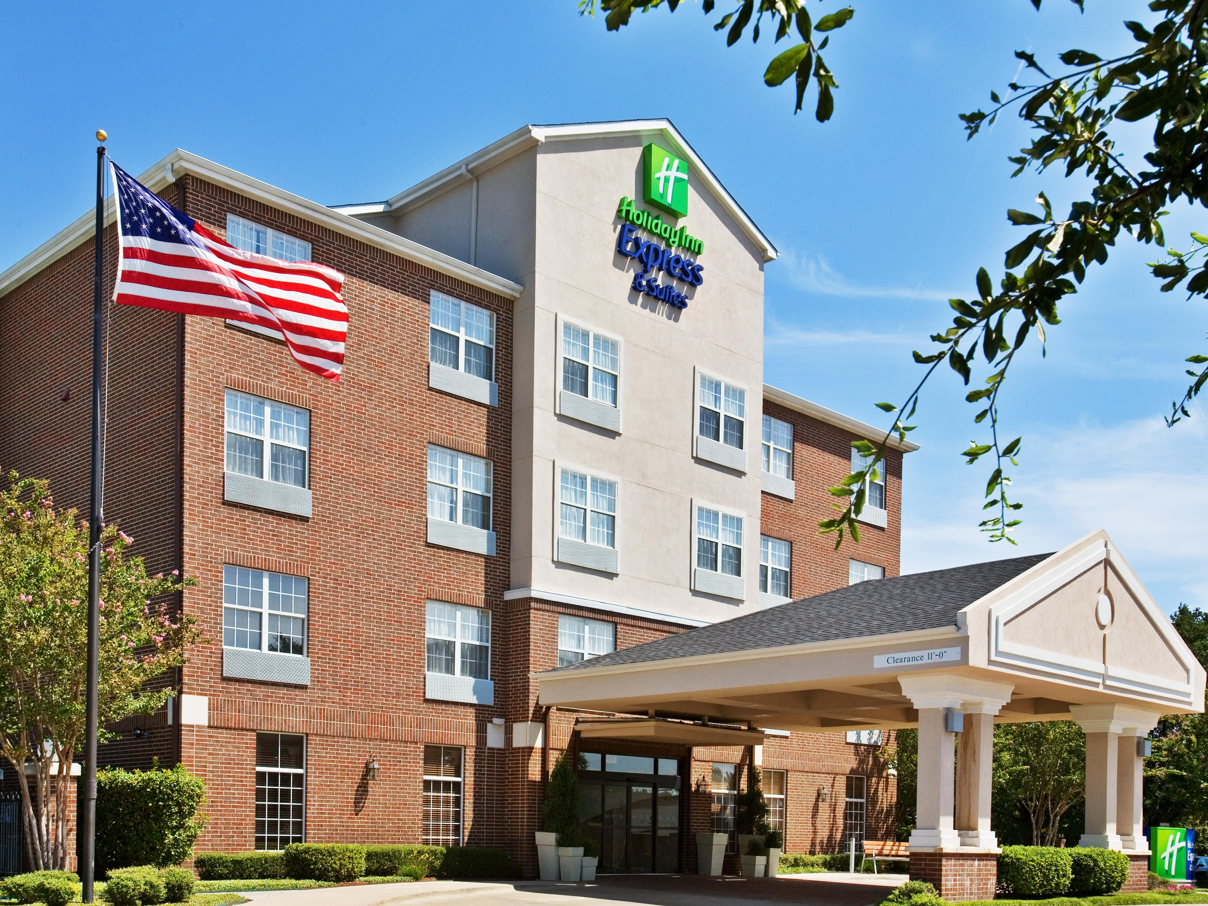 Holiday Inn Express Addison Hotel Exterior
