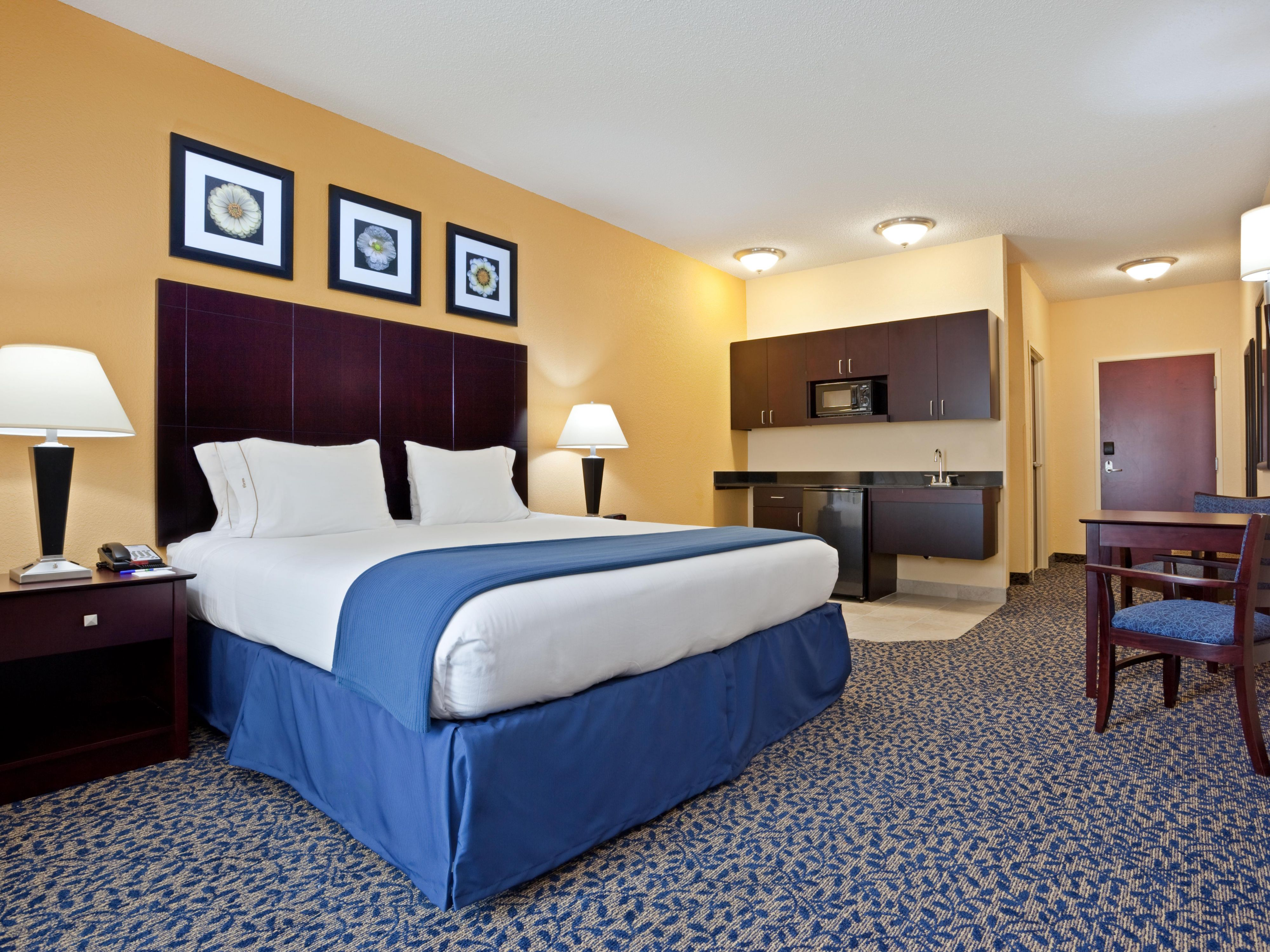 Our oversized 1 room  suites have additional seating/tv area.
