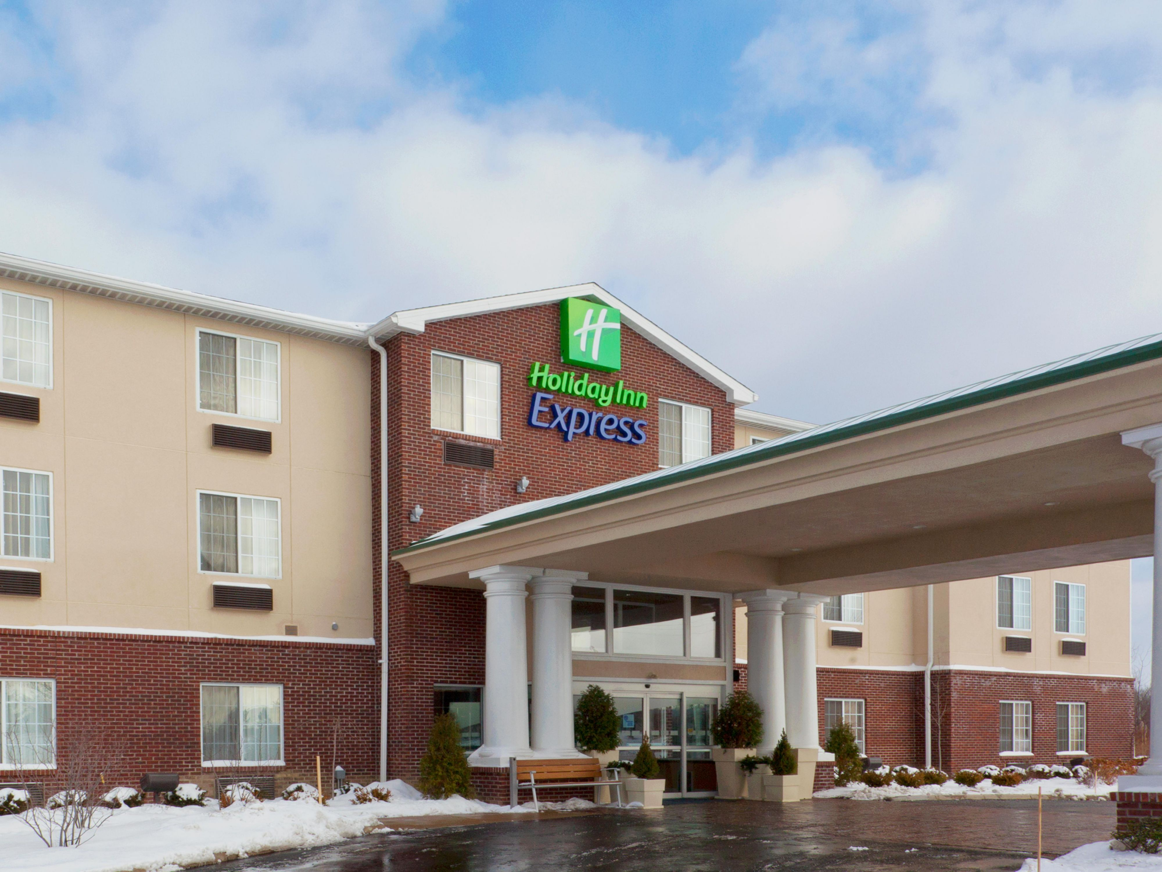Stay You at the Holiday Inn Express and Suites Ashtabula Geneva