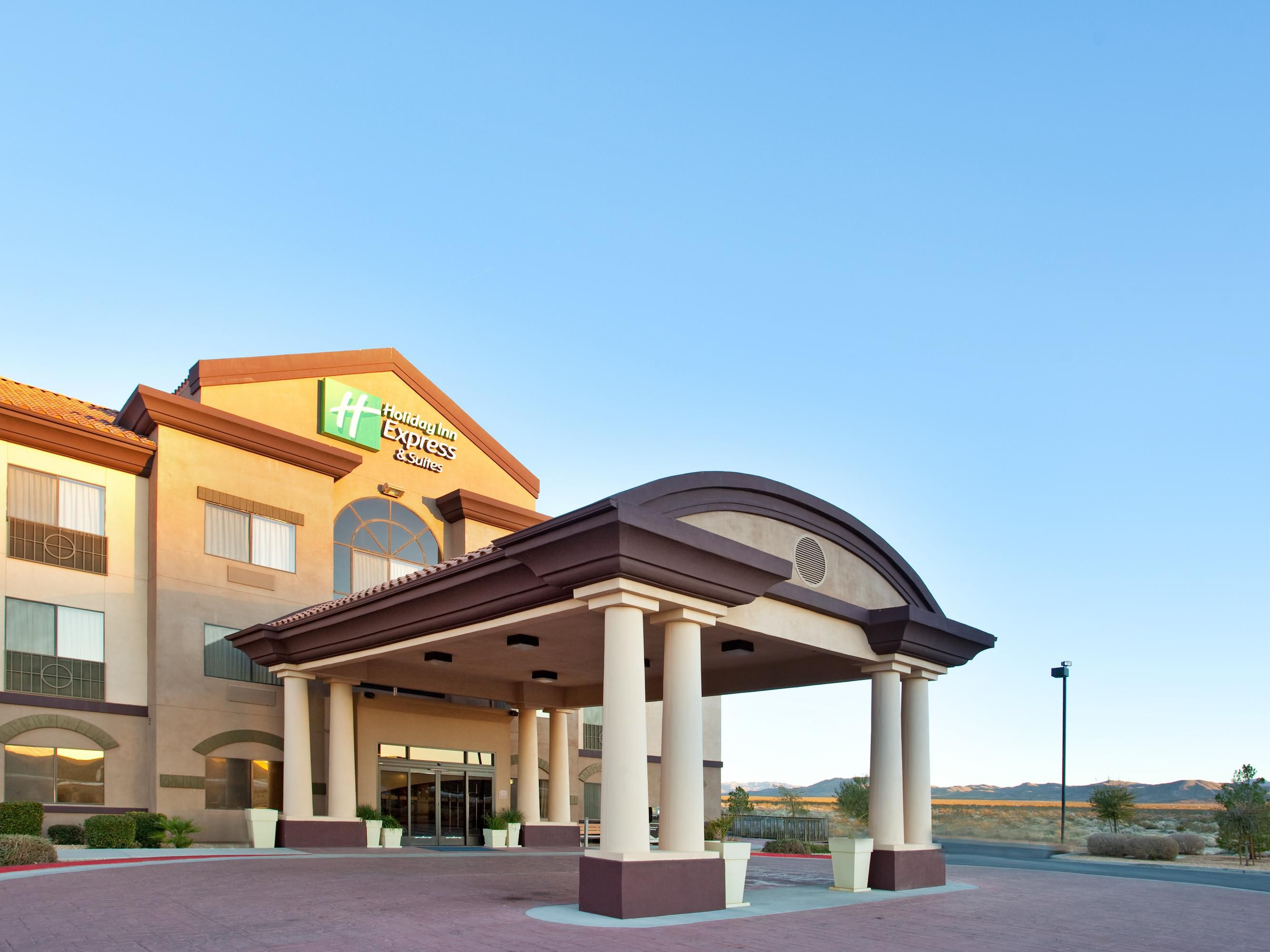 Holiday Inn Express Inn & Suites Outlet Center Front Entrance