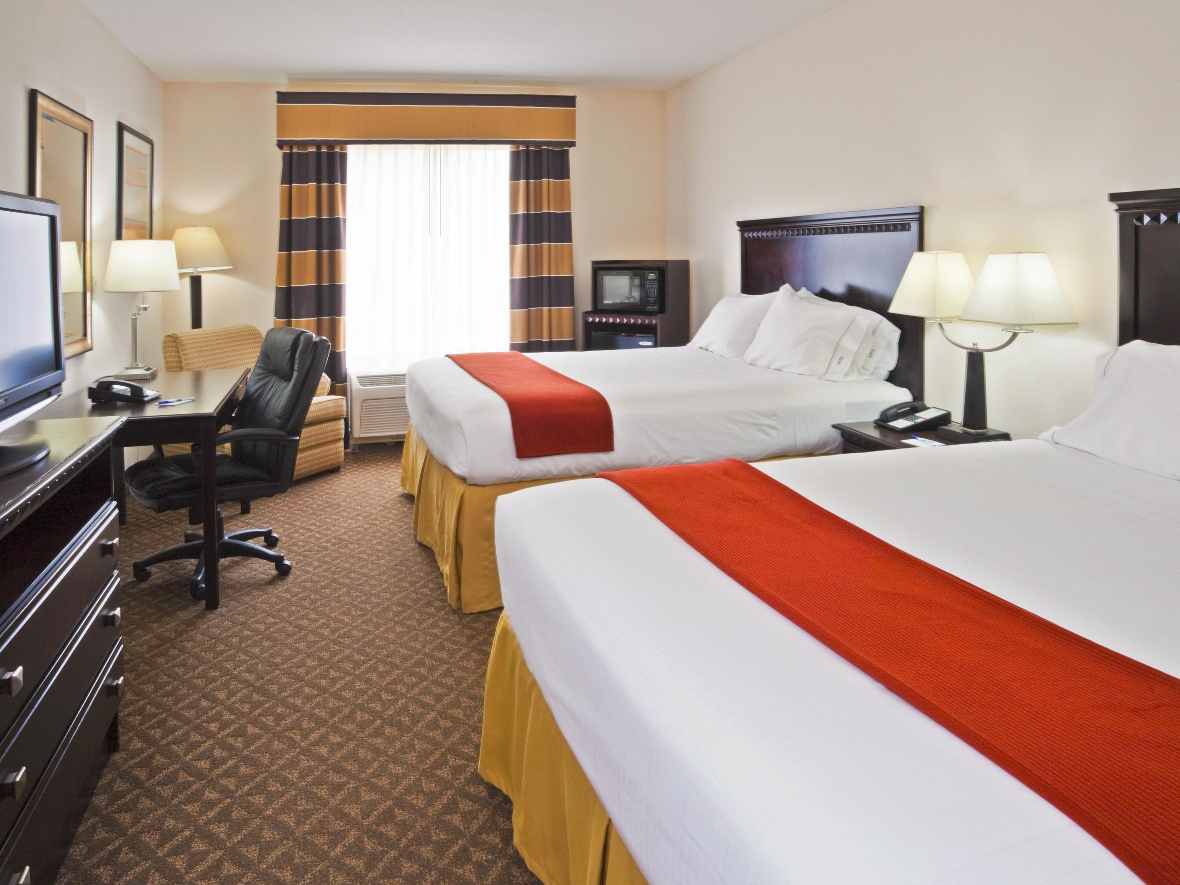 Holiday Inn Express Bartow Double Bed Guest Room