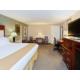 HI Express Baton Rouge East Jacuzzi Suite