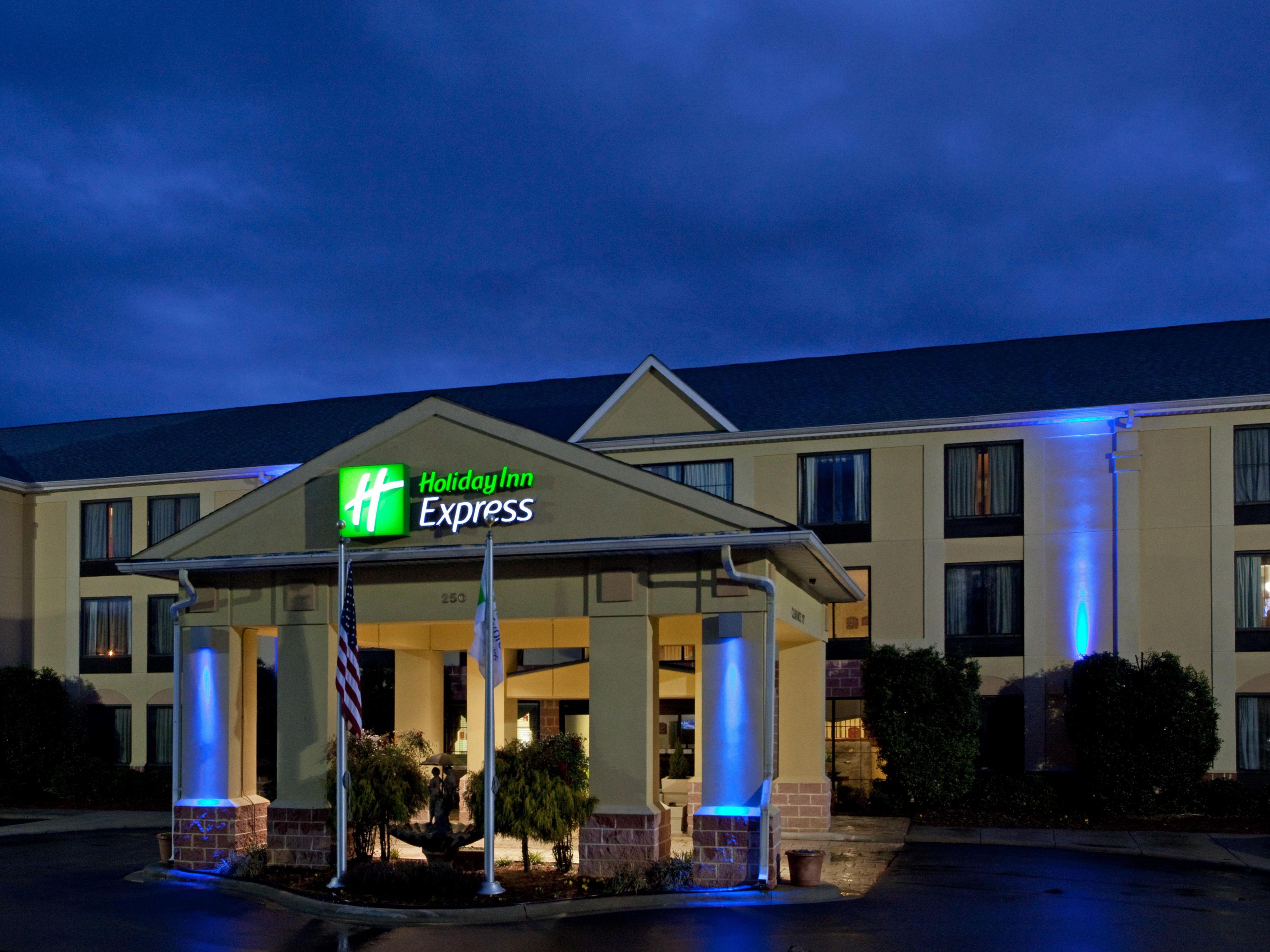 Holiday Inn Express & Suites Charlotte Arpt-Belmont Hotel by IHG