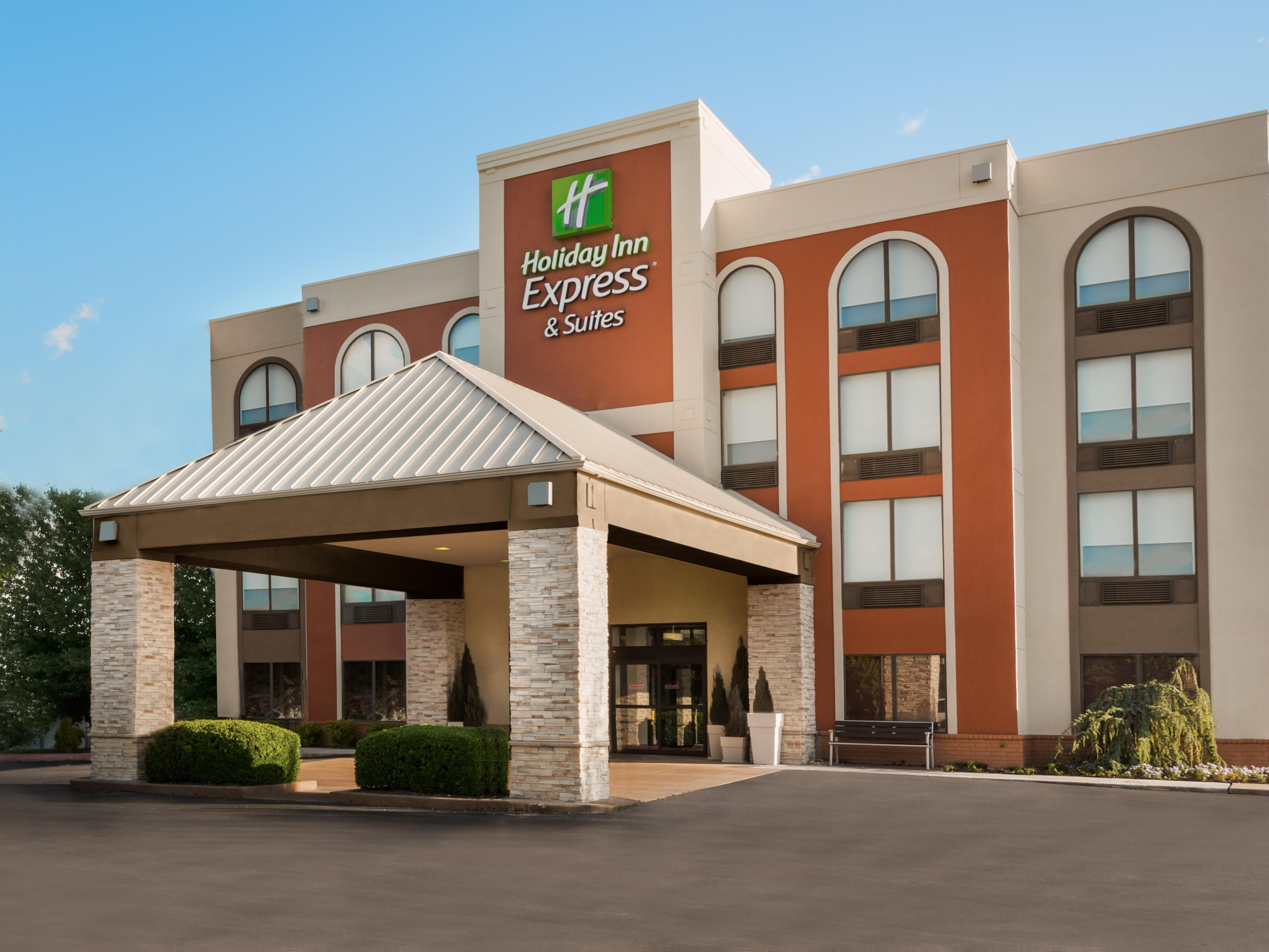 Holiday Inn Express & Suites Bentonville Hotel by IHG on