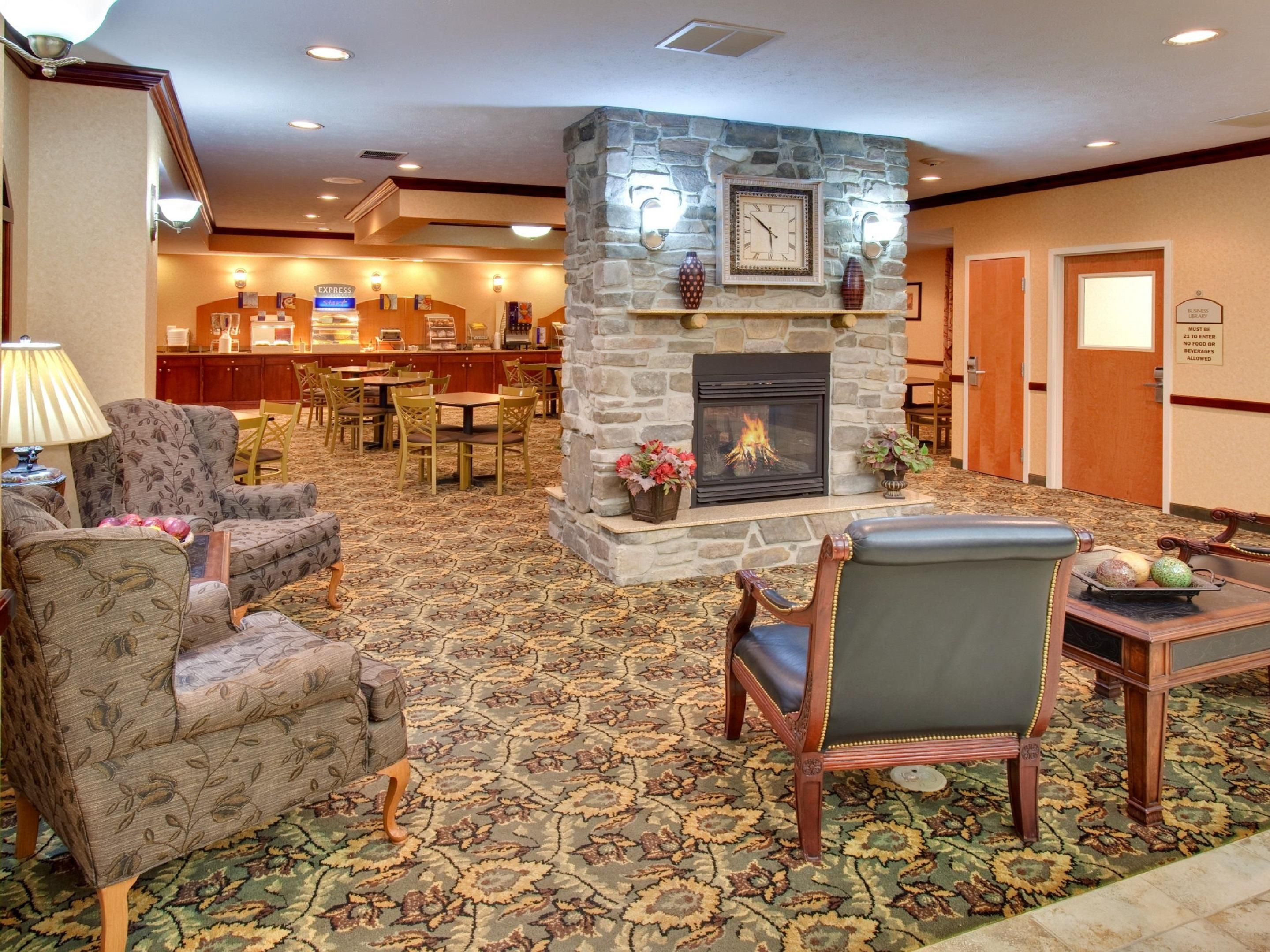 Hotel Lobby - Holiday Inn Express Bismarck ND