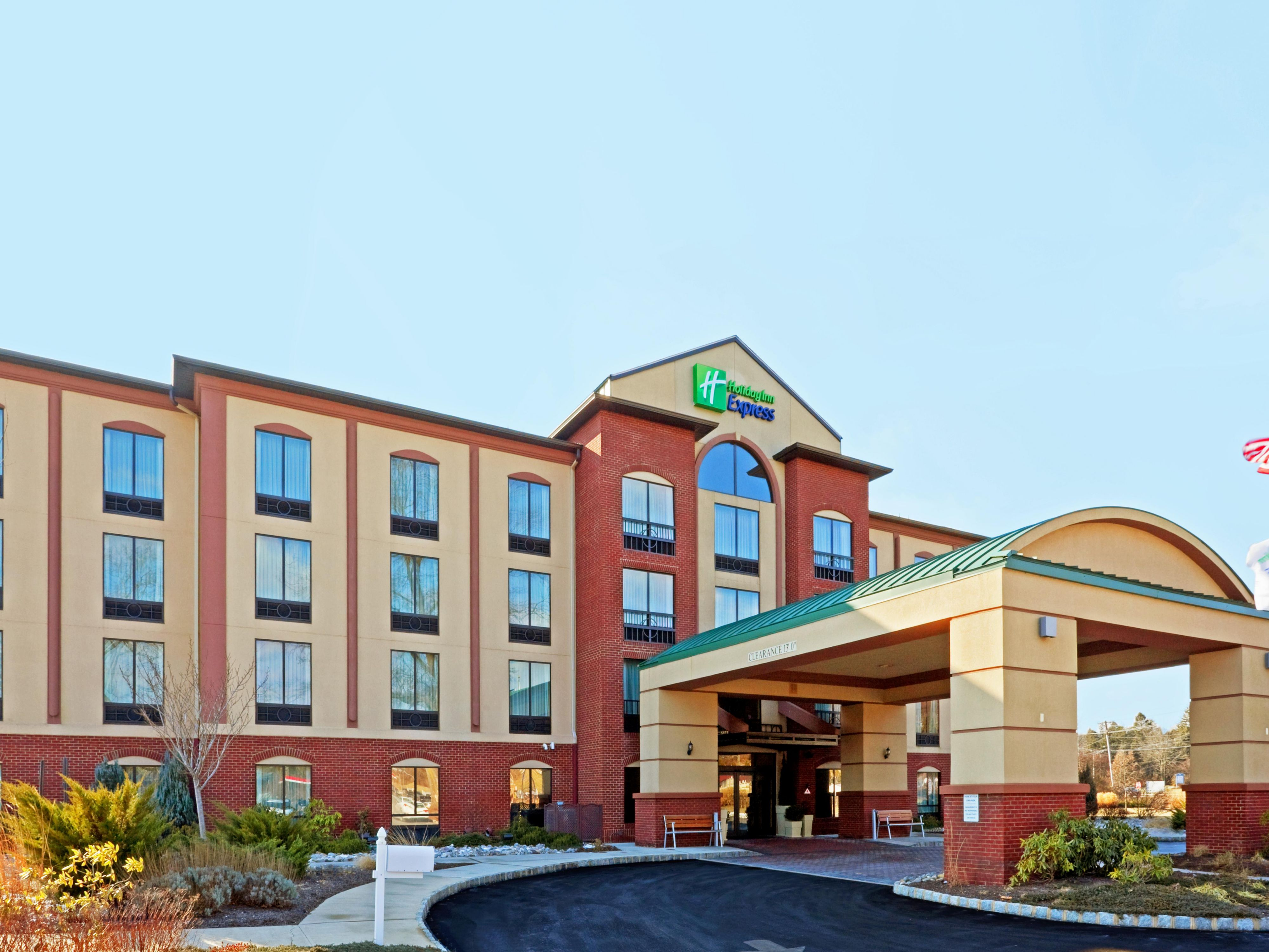 Welcome to the Holiday Inn Express & Suites Branchburg