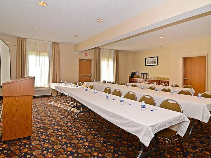 Our meeting room is perfect for groups of 2 to 40.