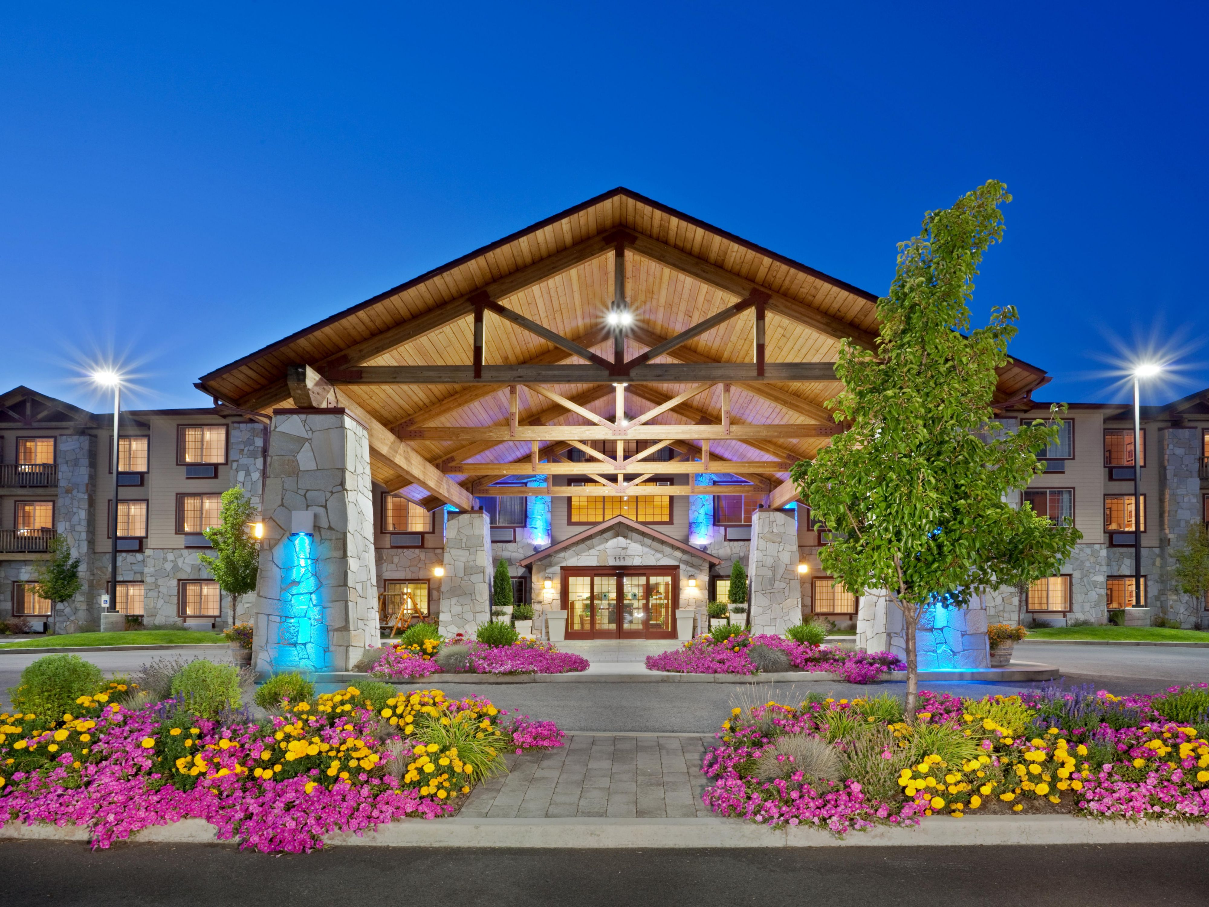 Holiday Inn Express Cheney - Hotel Exterior