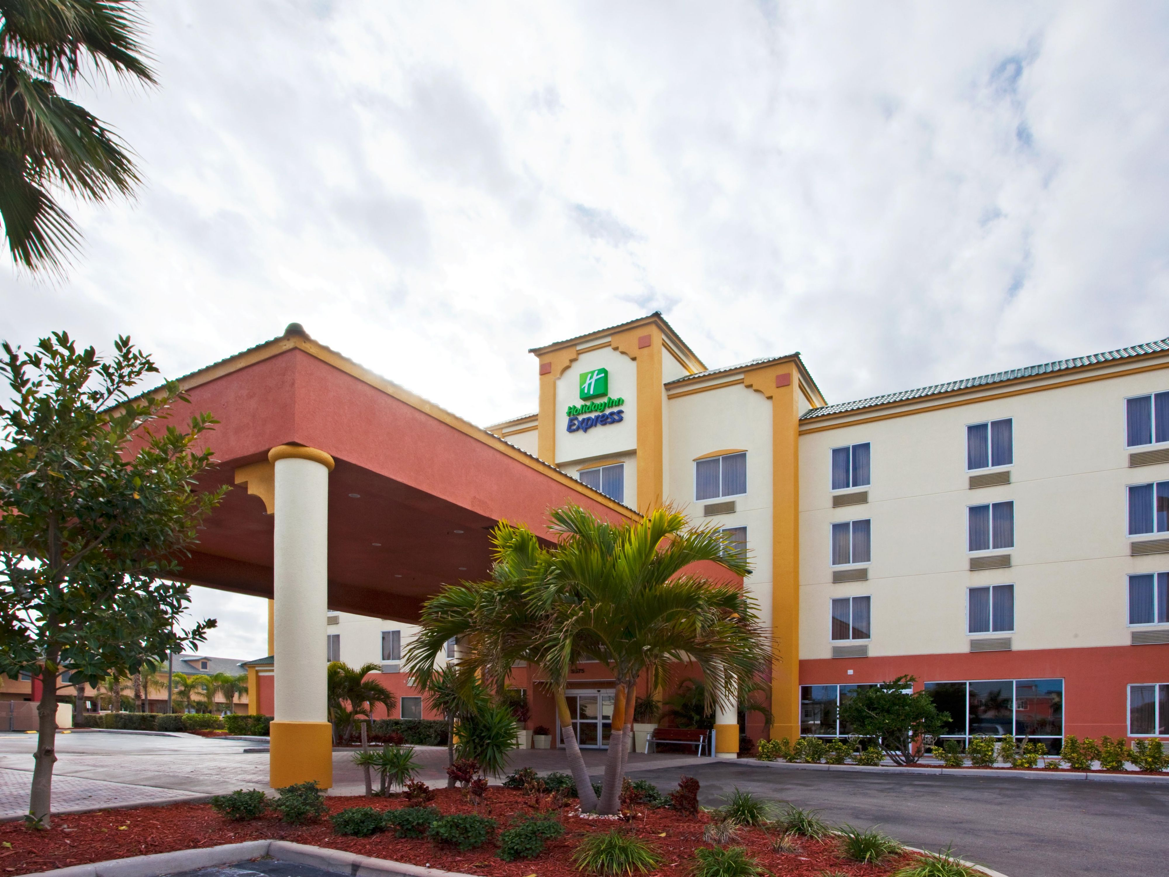 Hotel in Cocoa Beach, Florida - Holiday Inn Express & Suites on longboat key hotel map, klamath falls hotel map, daytona hotel map, mitchell hotel map, albany hotel map, pensacola hotel map, overland park hotel map, ann arbor hotel map, jacksonville hotel map, georgetown hotel map, wichita hotel map, orange county convention center hotel map, punta gorda hotel map, kent hotel map, boca raton hotel map, gulfport hotel map, geneva hotel map, kalamazoo hotel map, edgewater hotel map, davenport hotel map,