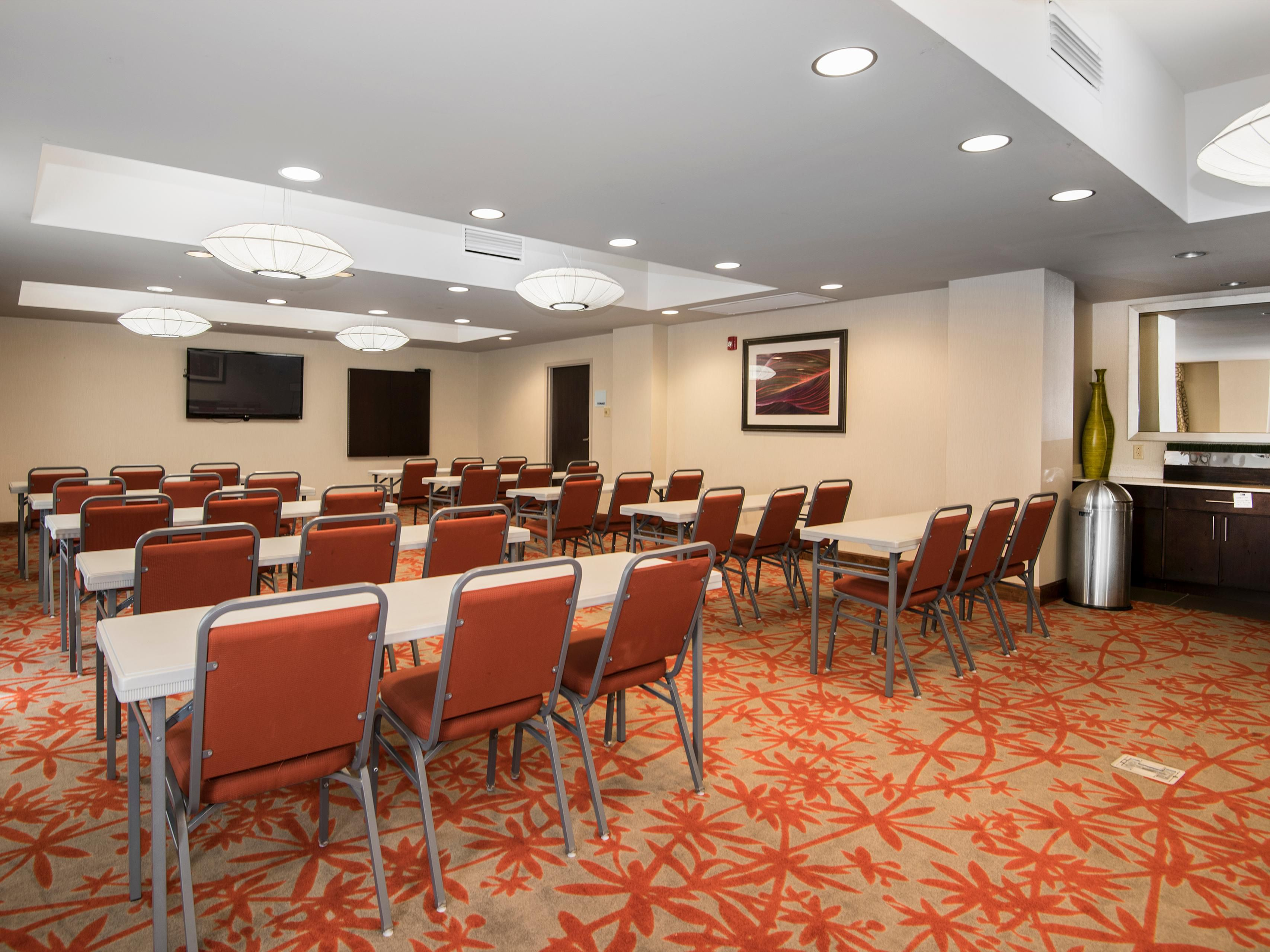 Meeting room seats up to 40 ppl