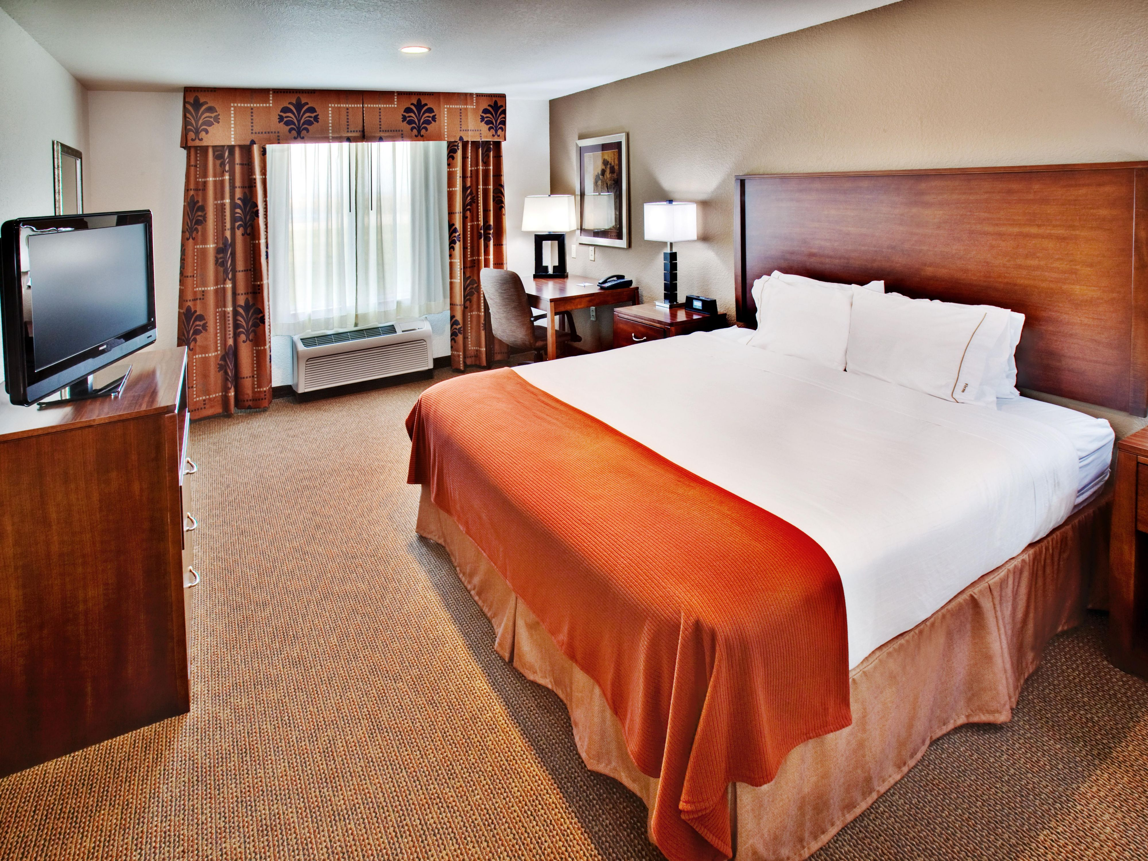 Holiday Inn Express  Dubuque, IA King Bed Guest Room