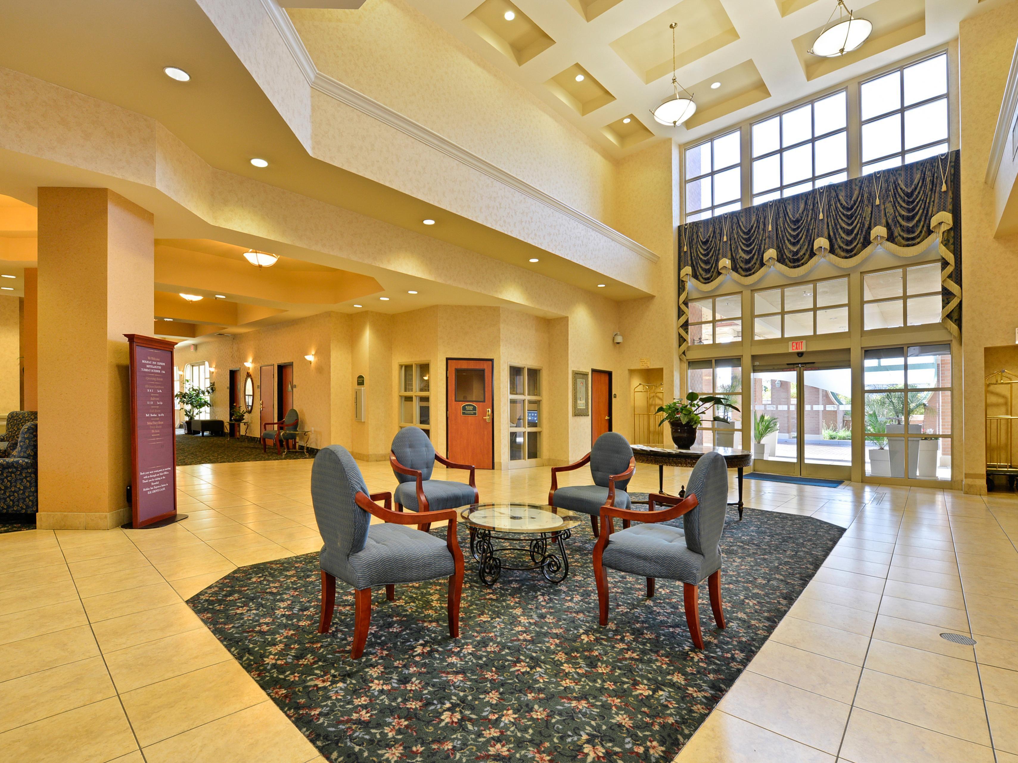 holiday inn express suites hotels elk grove ctrl. Black Bedroom Furniture Sets. Home Design Ideas