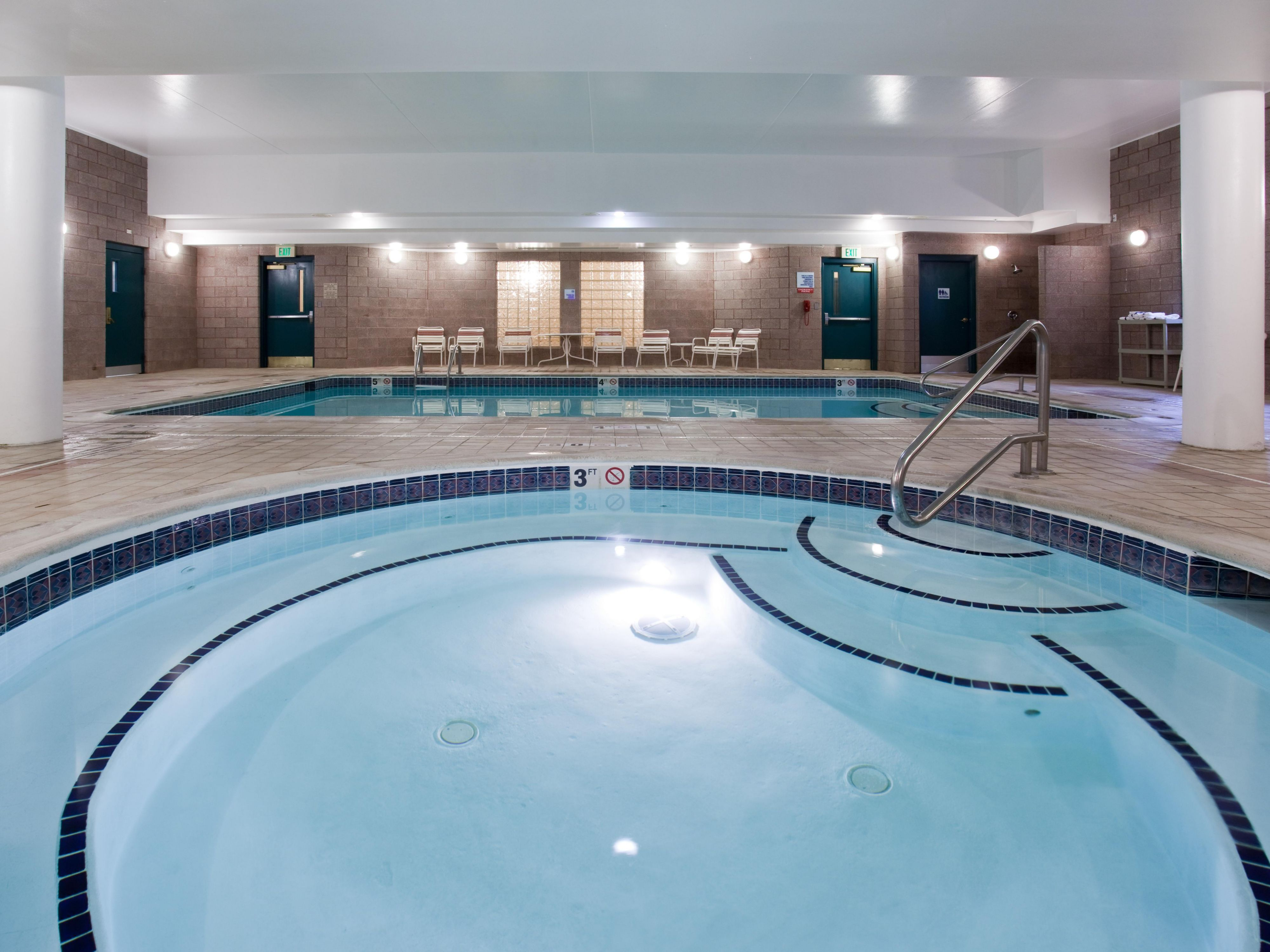 Holiday Inn Express Denver Tech Center-Englewood Pool and Spa