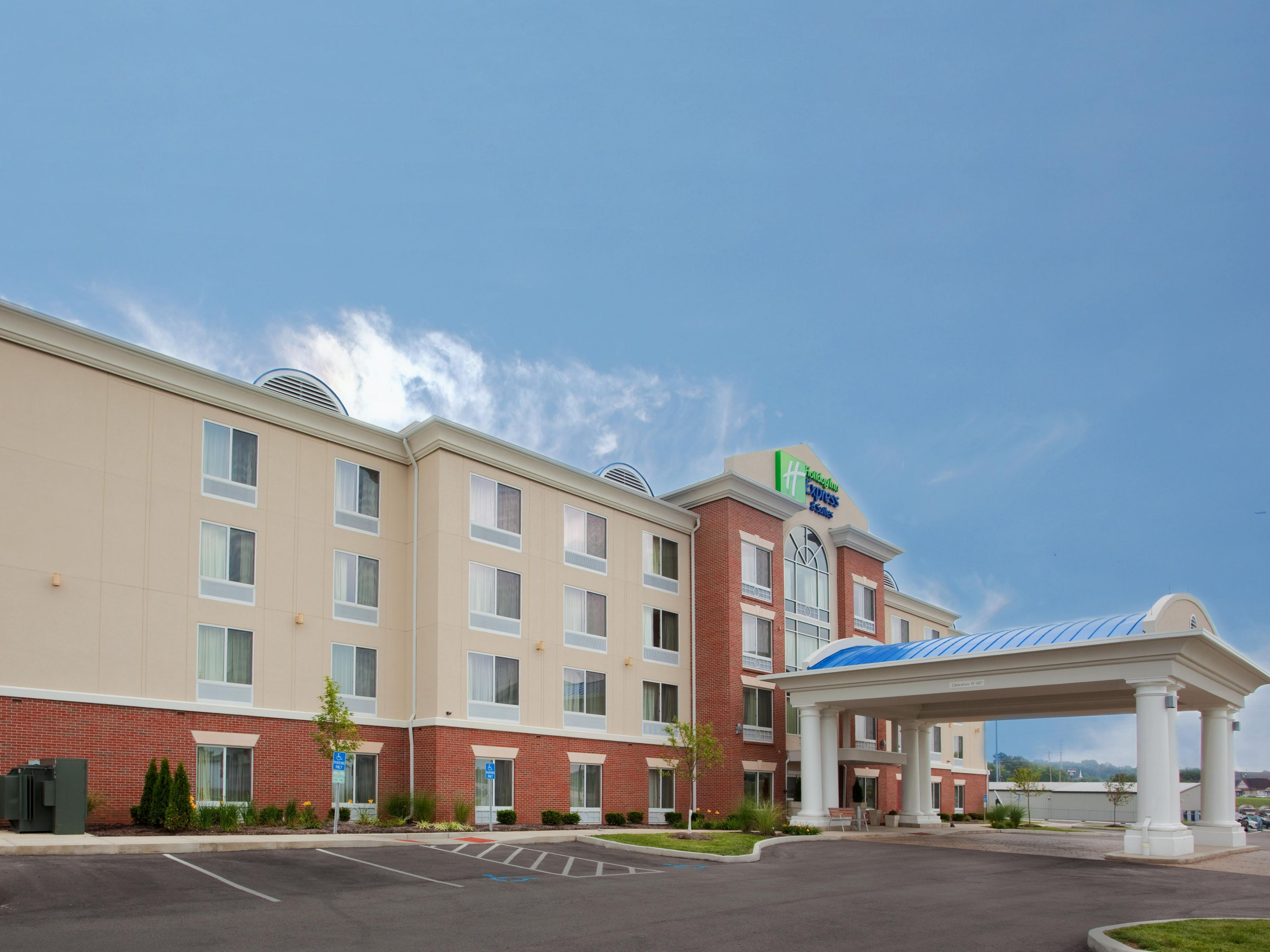 The lovely front view of the Franklin Ohio Holiday Inn Express