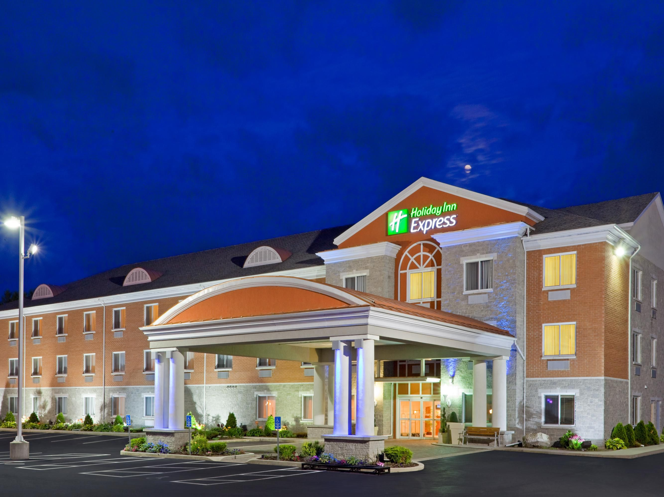 Holiday Inn Express Suites 1000 Islands