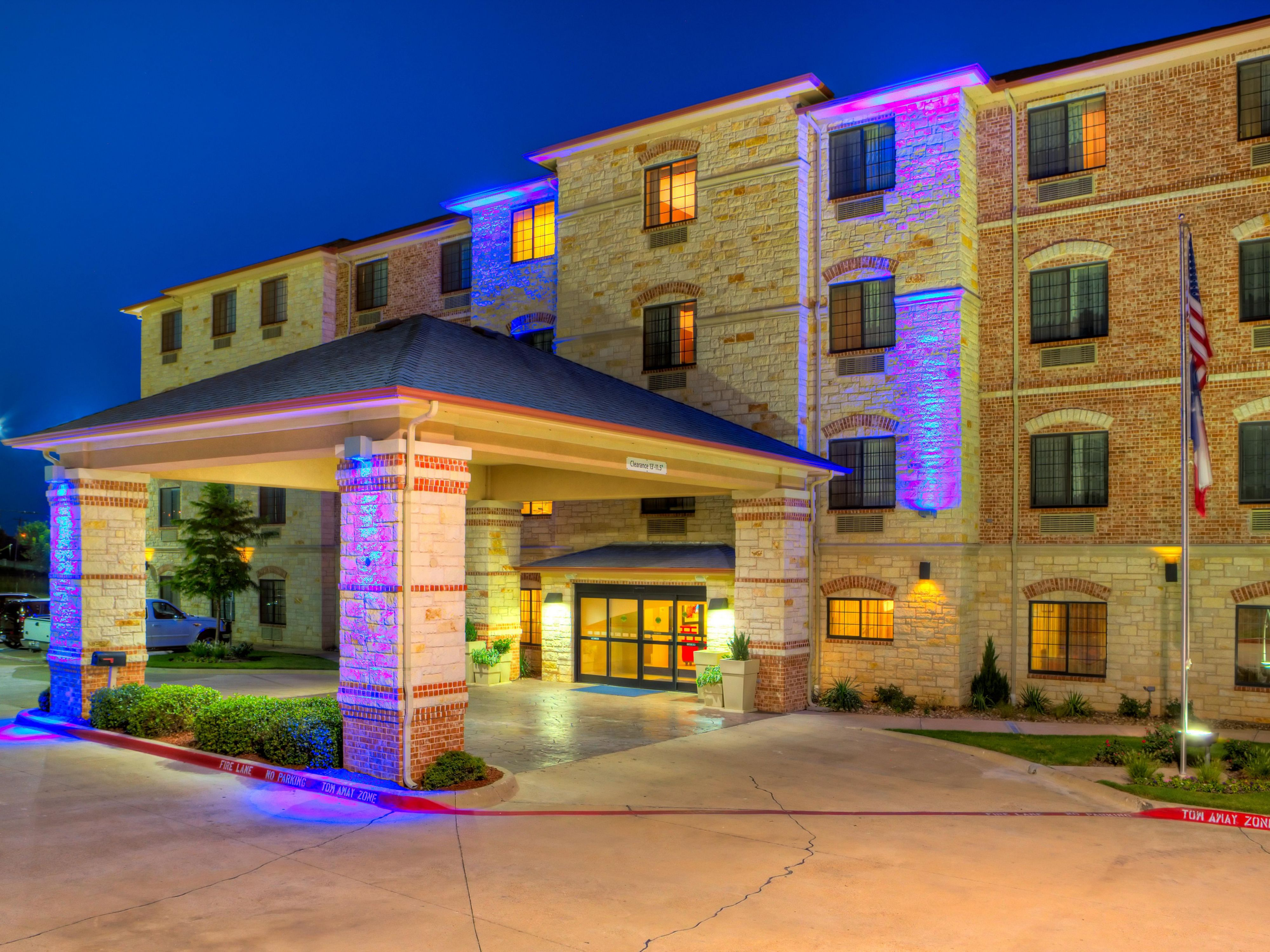 Holiday inn express suites granbury hotel by ihg for Holiday inn near texas motor speedway