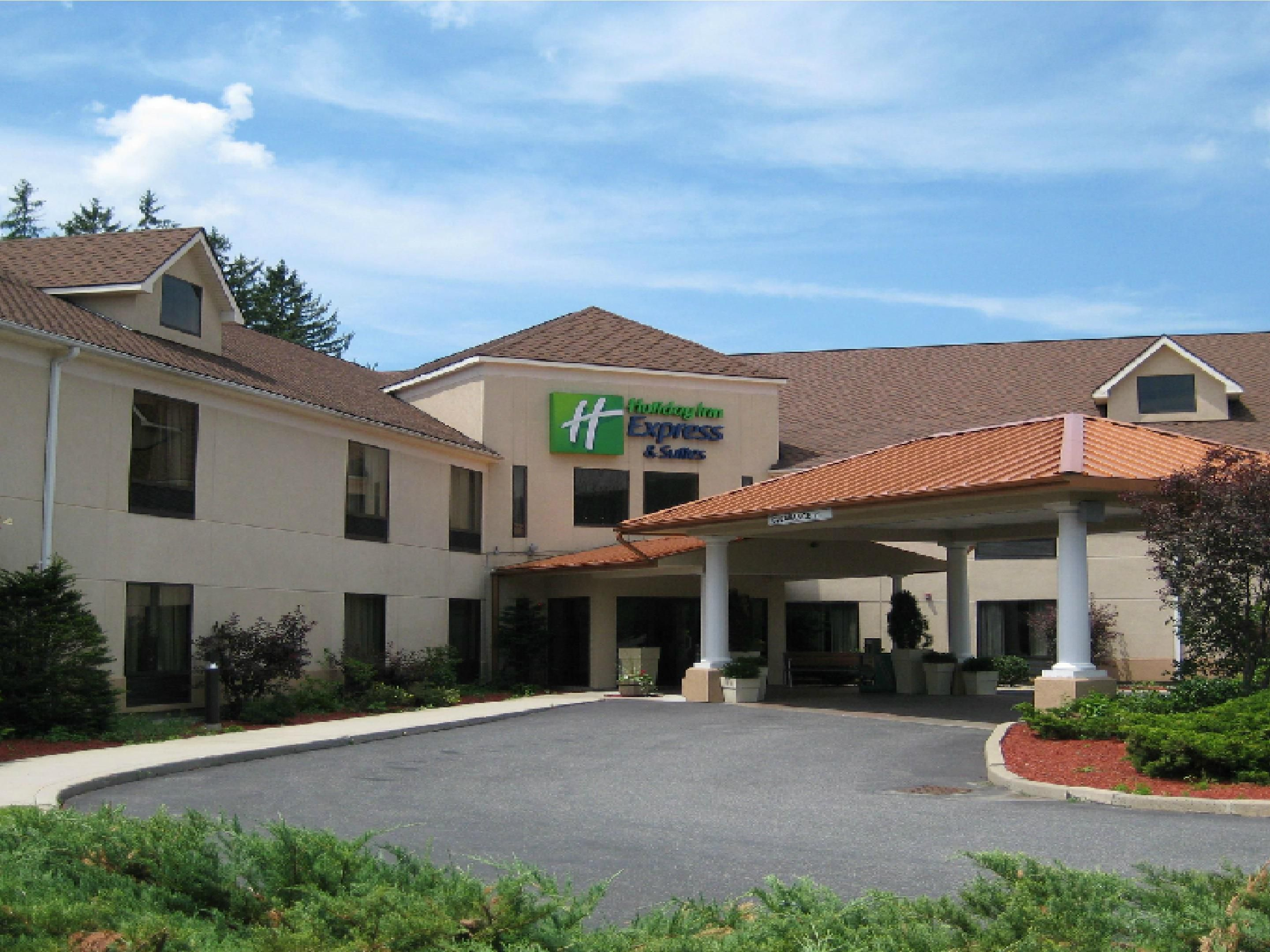 Holiday Inn Express Suites Great Barrington Lenox Area Hotel By Ihg