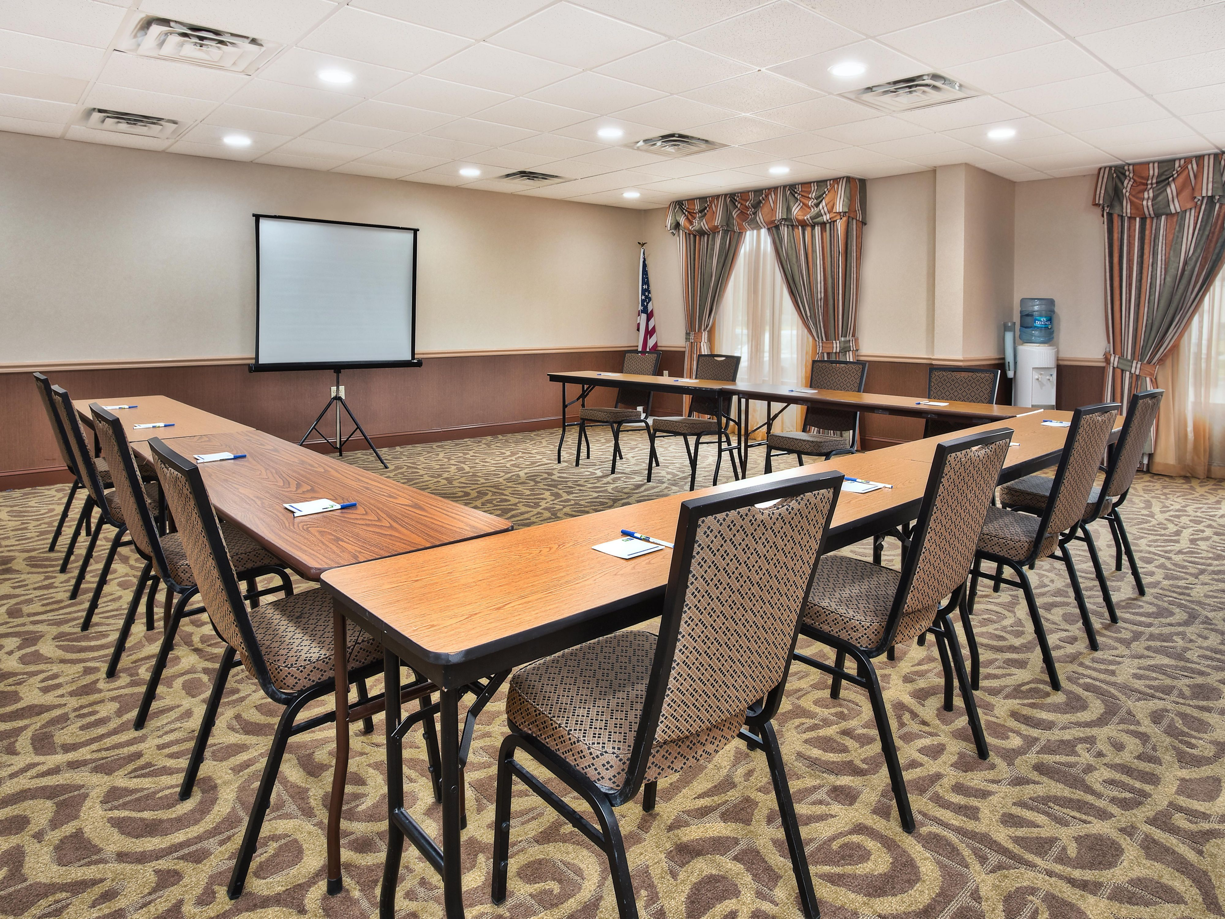 Having a business meeting,this space can accommodate up to 30 ppl