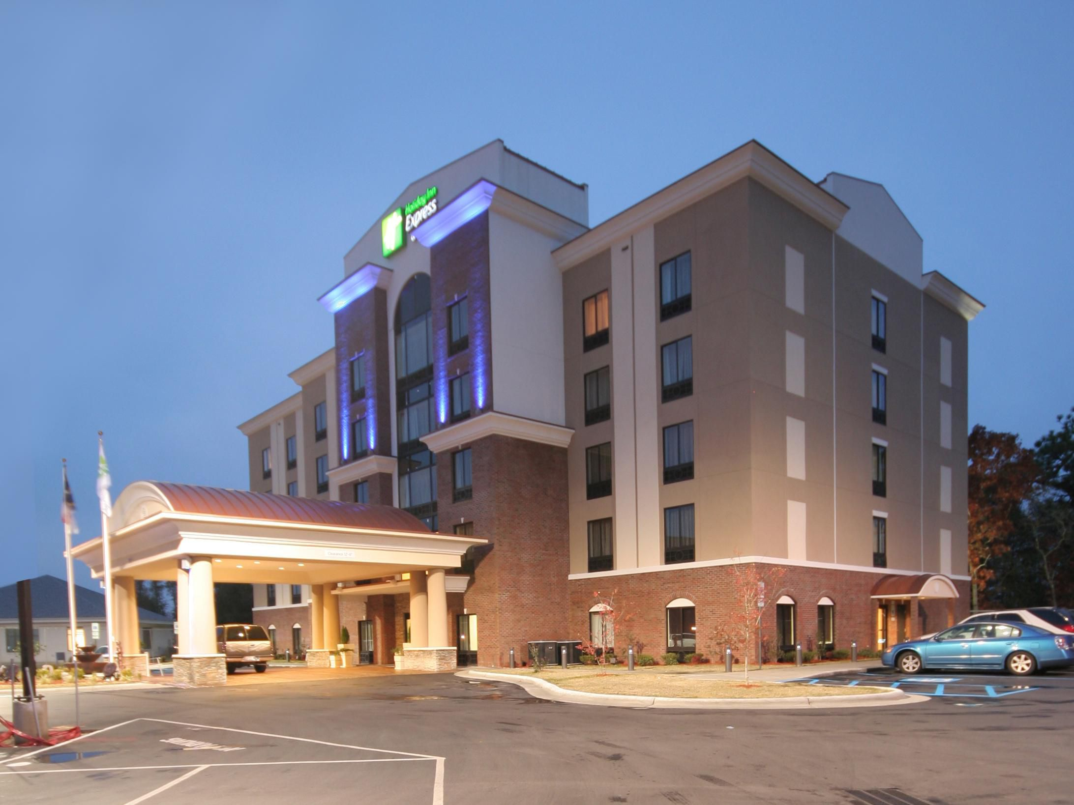 Holiday Inn Express a Fort Bragg NC Hotel