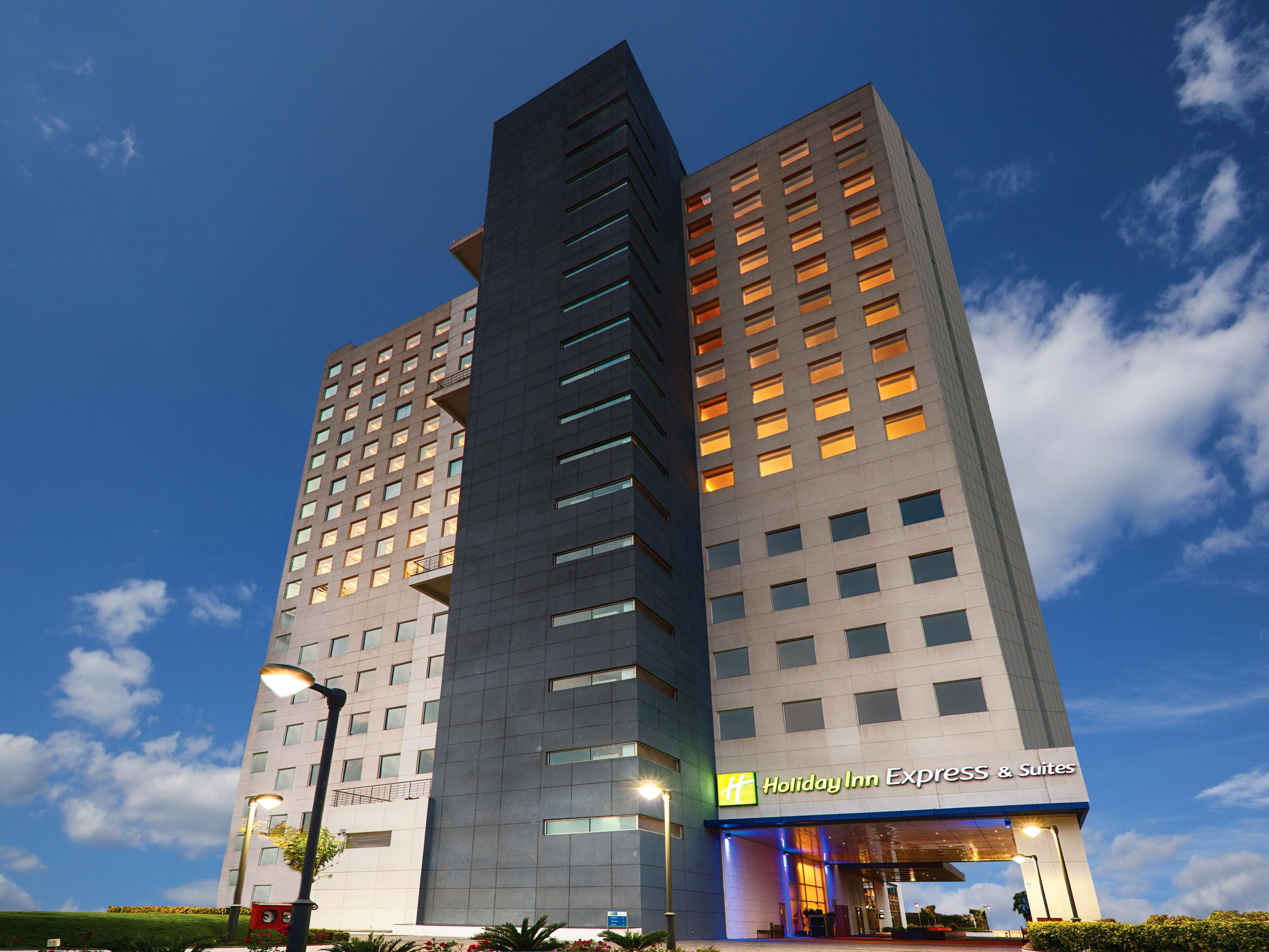 Holiday Inn Express & Suites Hyderabad Gachibowli Hotel Exterior