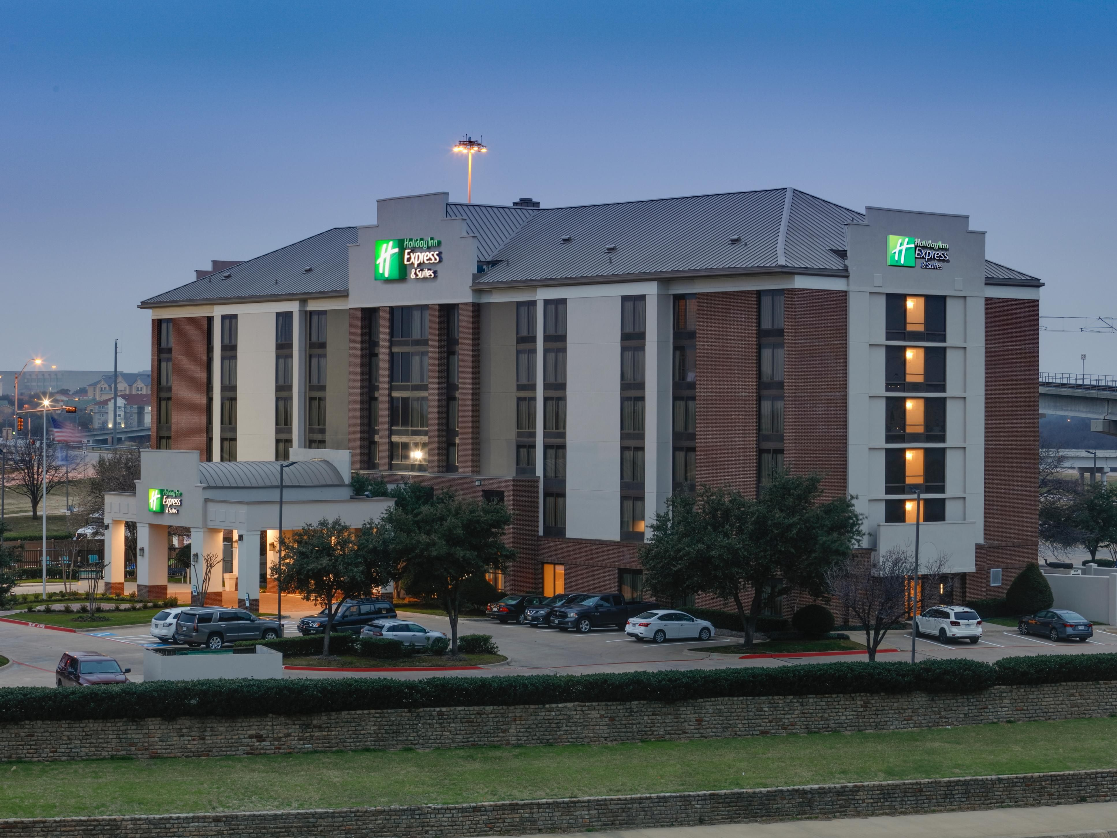 Holiday Inn Express & Suites Irving Conv Ctr - Las Colinas Hotel in ...