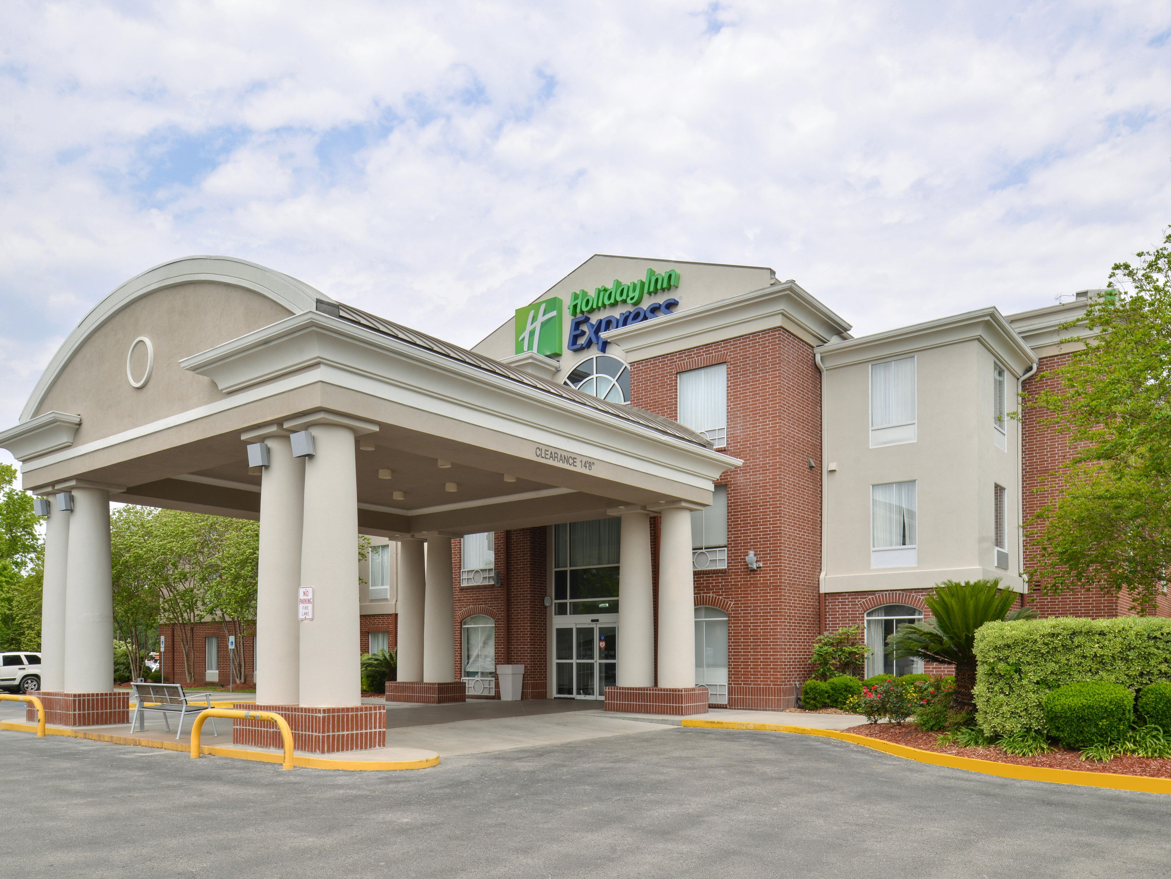Holiday Inn Express & Suites Lafayette Hotel by IHG