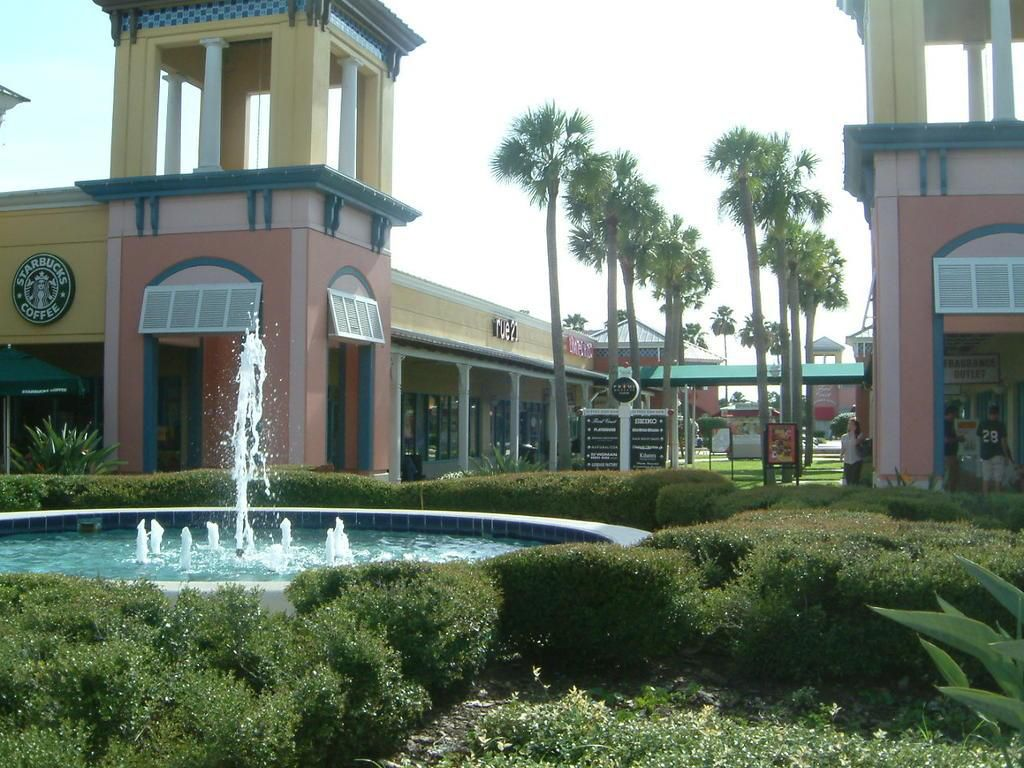 Ellenton Premium Outlet Mall with over 130 shops for all ages