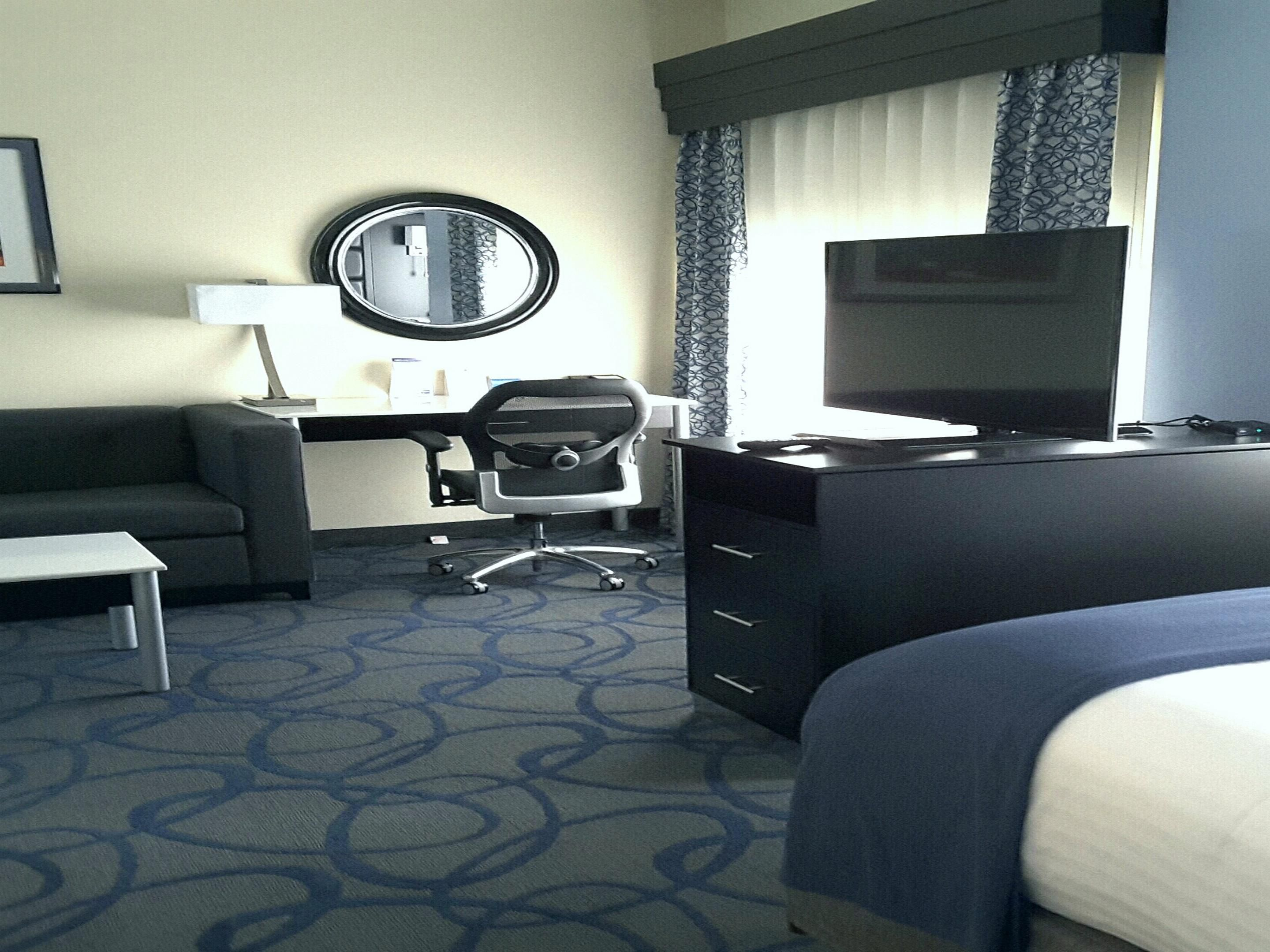 King Suite - Holiday Inn Express Lawrenceville, GA