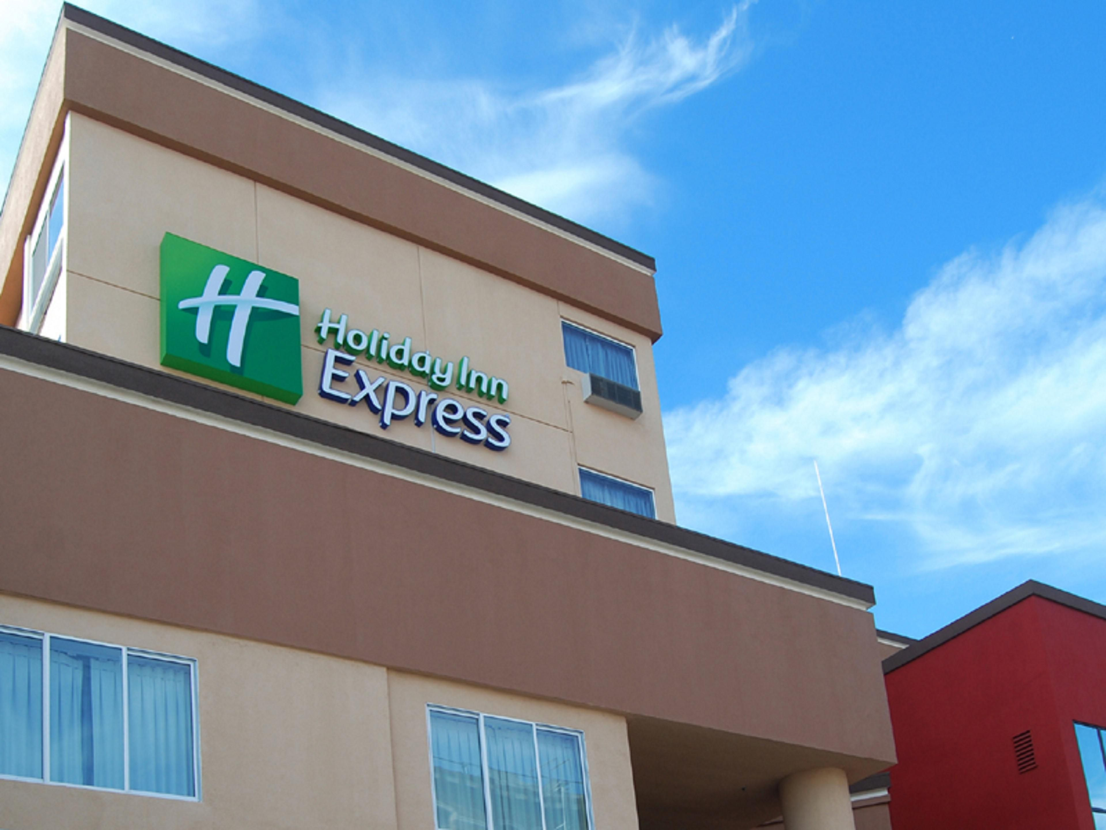 Holiday Inn Express & Suites Los Angeles Downtown West Hotel by IHG